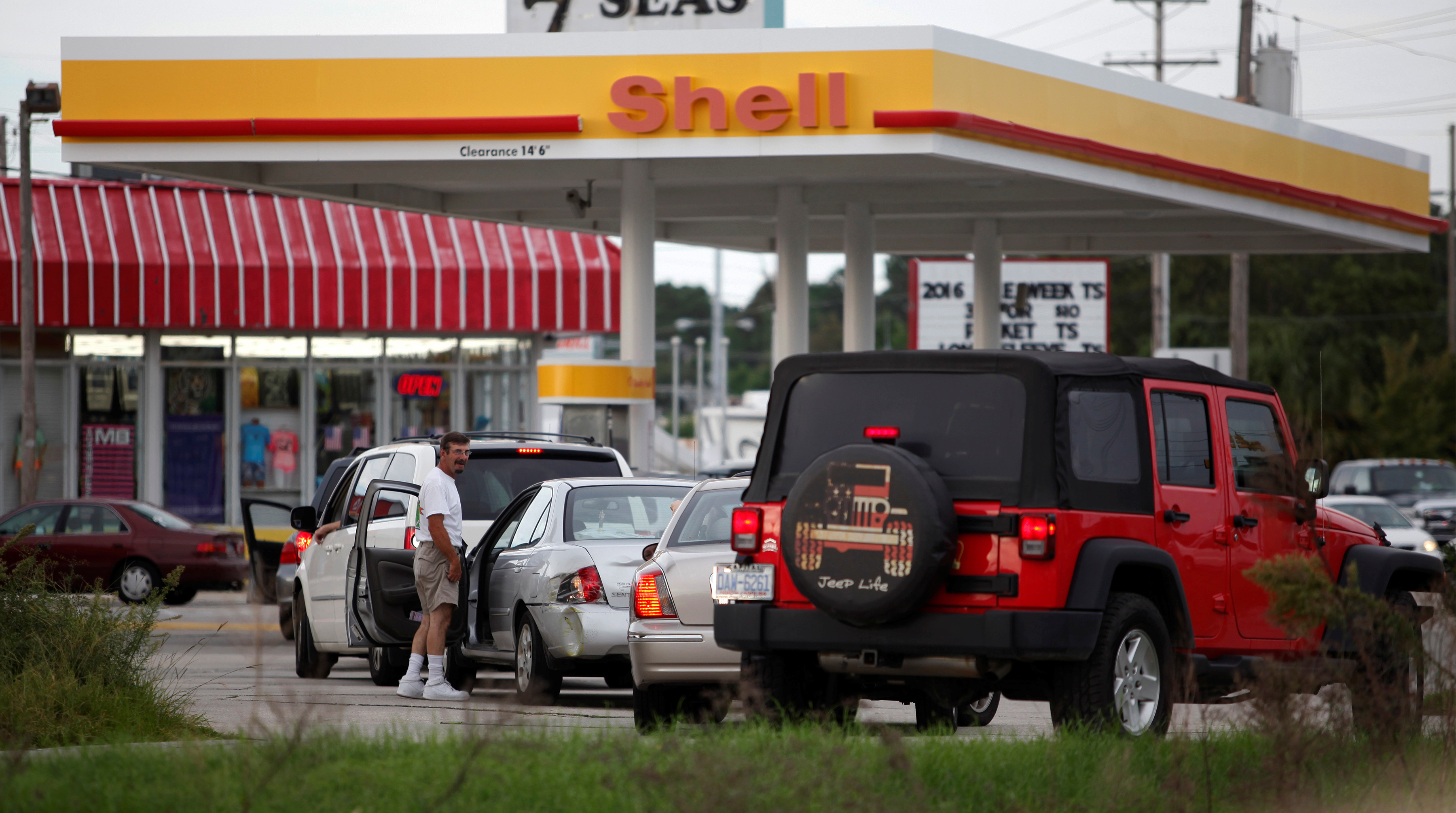 People line up to fill their cars with gas after South Carolina Governor Nikki Haley ordered a Wednesday afternoon evacuation of statewide coastal counties in anticipation of Hurricane Matthew in Myrtle Beach Oct. 4, 2016.