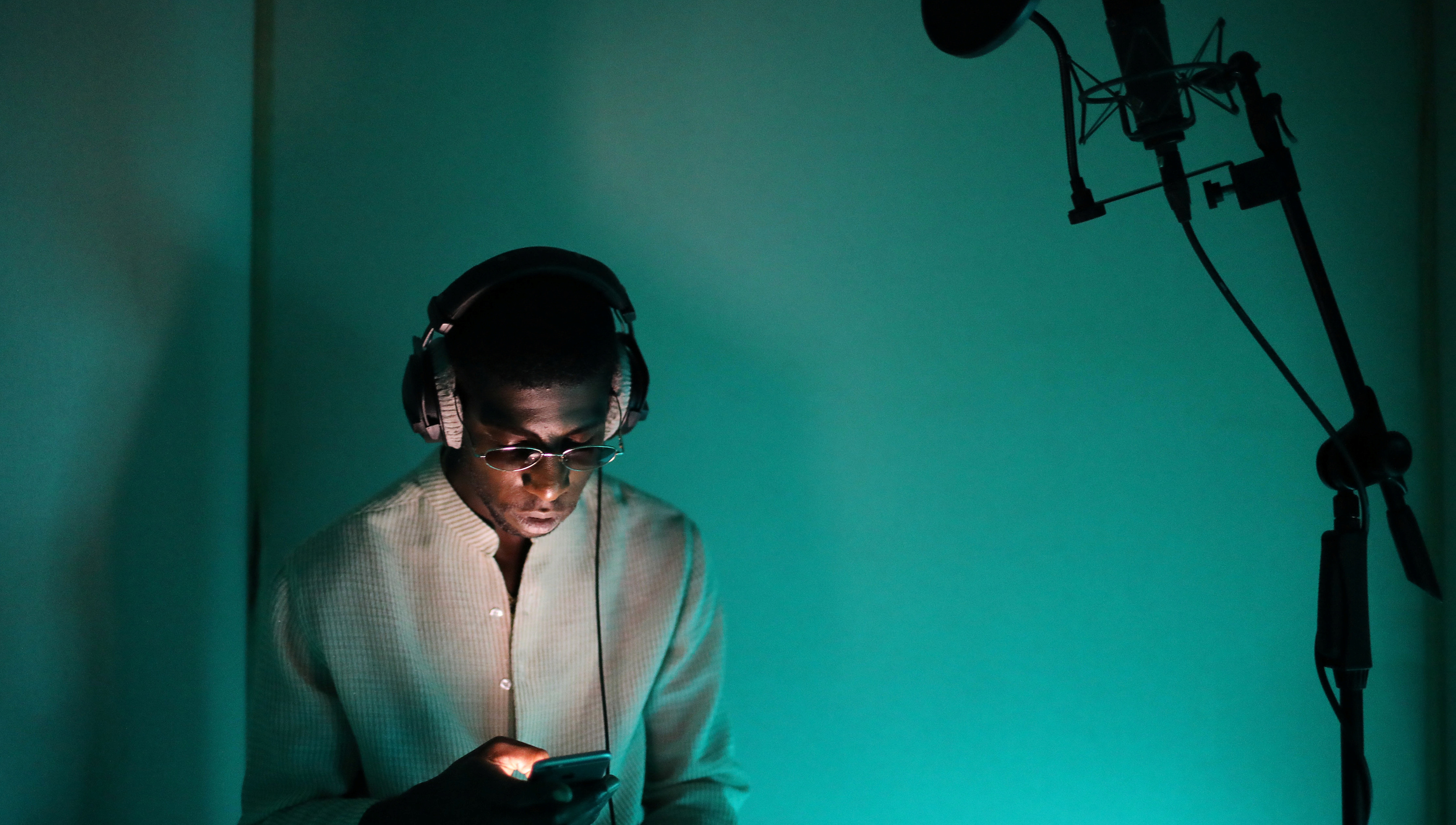 """Rapper Ichon records a song at a studio in Montreuil, France, August 28, 2016.  REUTERS/Joe Penney SEARCH """"CREATIVE BANLIEUE"""" FOR THIS STORY. SEARCH """"WIDER IMAGE"""" FOR ALL STORIES.?THE IMAGES SHOULD ONLY BE USED TOGETHER WITH THE STORY - NO STAND-ALONE USES. - RTSQUMN"""