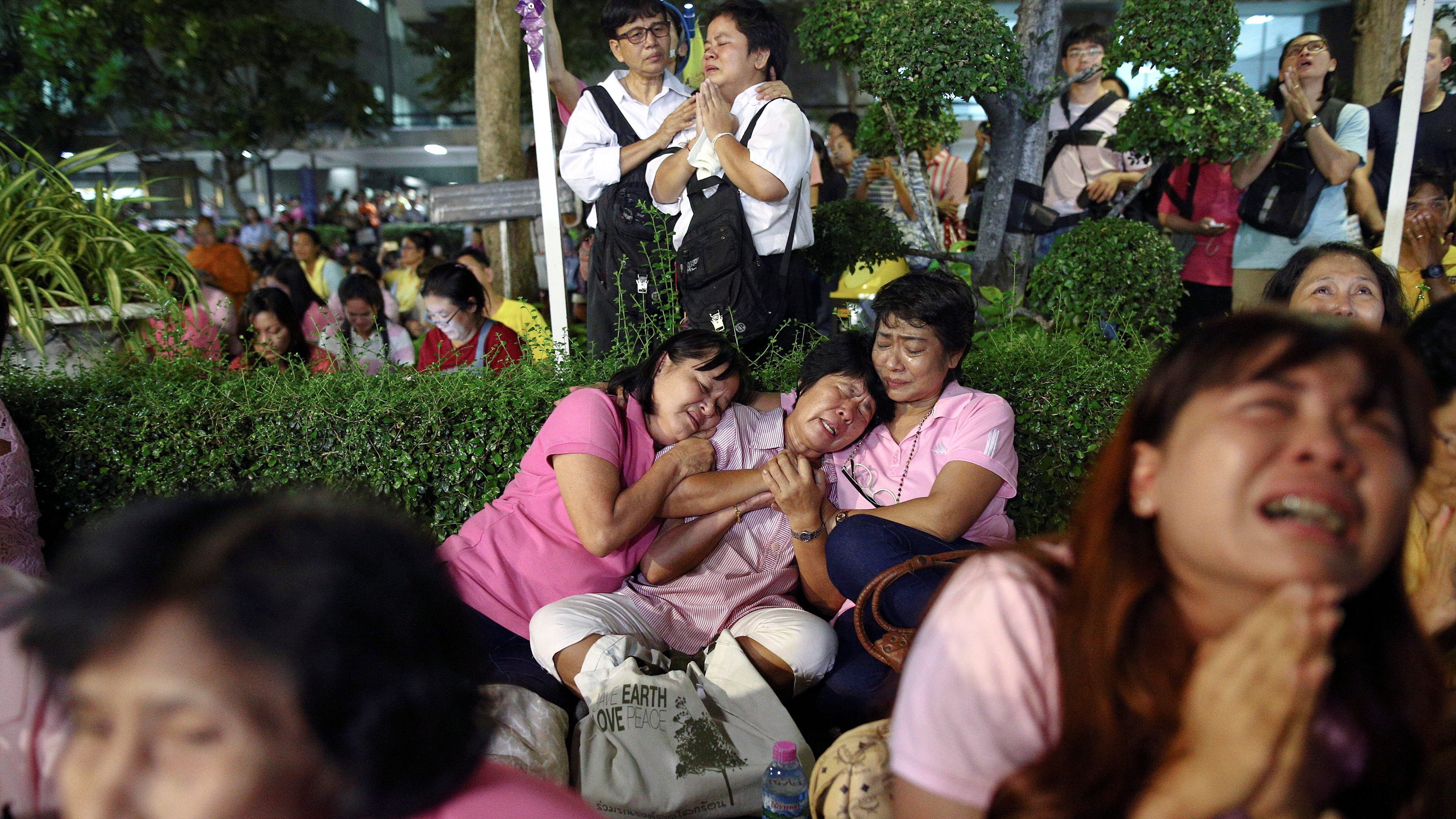People weep after an announcement that Thailand's King Bhumibol Adulyadej has died, at the Siriraj hospital in Bangkok