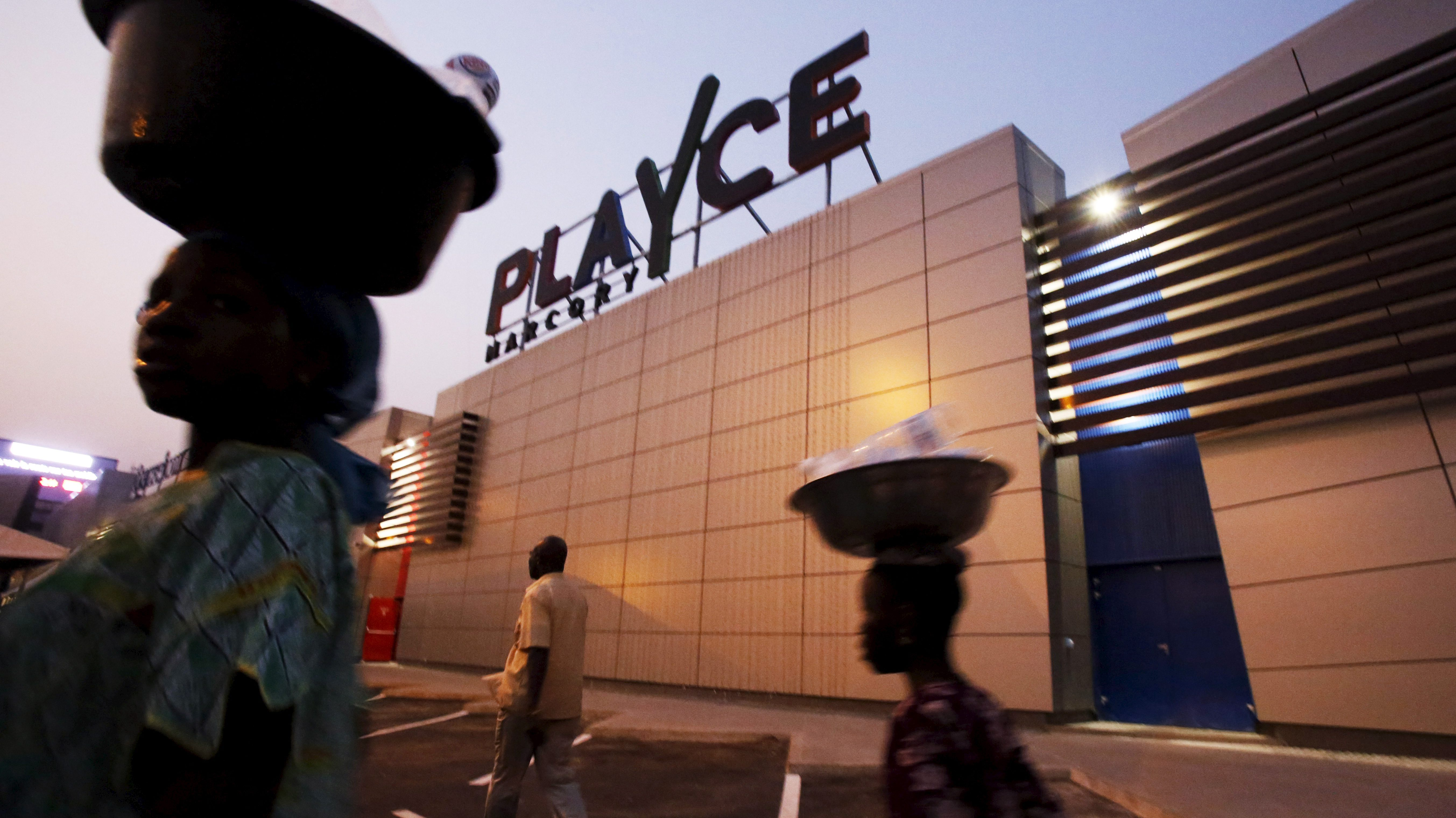 PLAYCE mall housing the French supermarket Carrefour is seen after its inauguration by Ivory Coast's President Alassane Ouattara in Abidjan, Ivory Coast, December 18, 2015. French distribution group CFAO opened its first shopping mall in Africa on Friday, the $66 million centre in Ivory Coast's commercial capital Abidjan, as part of a major drive to tap into the growth of Africa's middle classes.  REUTERS/Thierry Gouegnon - RTX1ZBW8