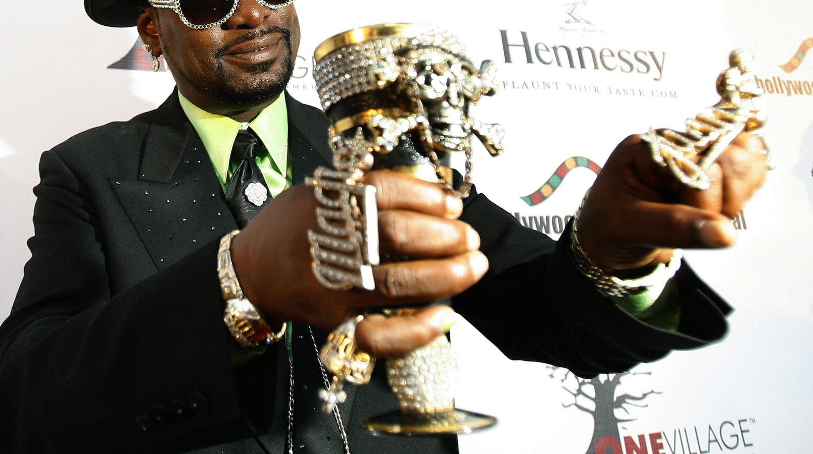 """Hip-hop artist Don """"Magic"""" Juan attends the premiere of """"Two Turntables and a Microphone"""" at the Writers Guild theatre in Los Angeles June 3, 2008. The premiere opens the annual Hollywood Black Film Festival (HBFF), a six-day celebration of black cinema.  REUTERS/Mario Anzuoni   (UNITED STATES) - RTX6HZ9"""