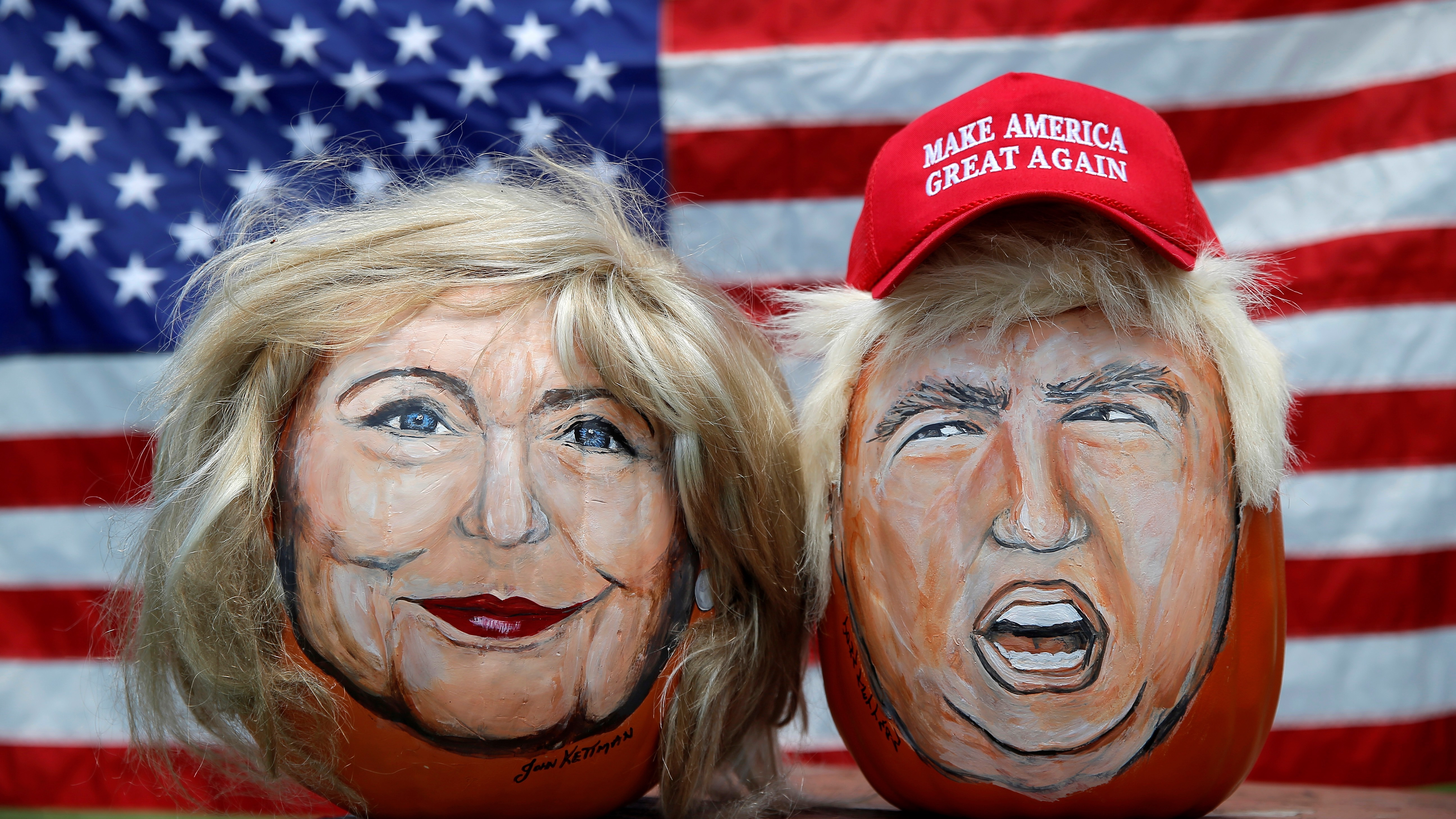 The images of U.S. Democratic presidential candidate Hillary Clinton (L) and Republican Presidential candidate Donald Trump are seen painted on decorative pumpkins created by artist John Kettman in LaSalle, Illinois, U.S., June 8, 2016.     REUTERS/Jim Young      TPX IMAGES OF THE DAY      - RTSGMTI