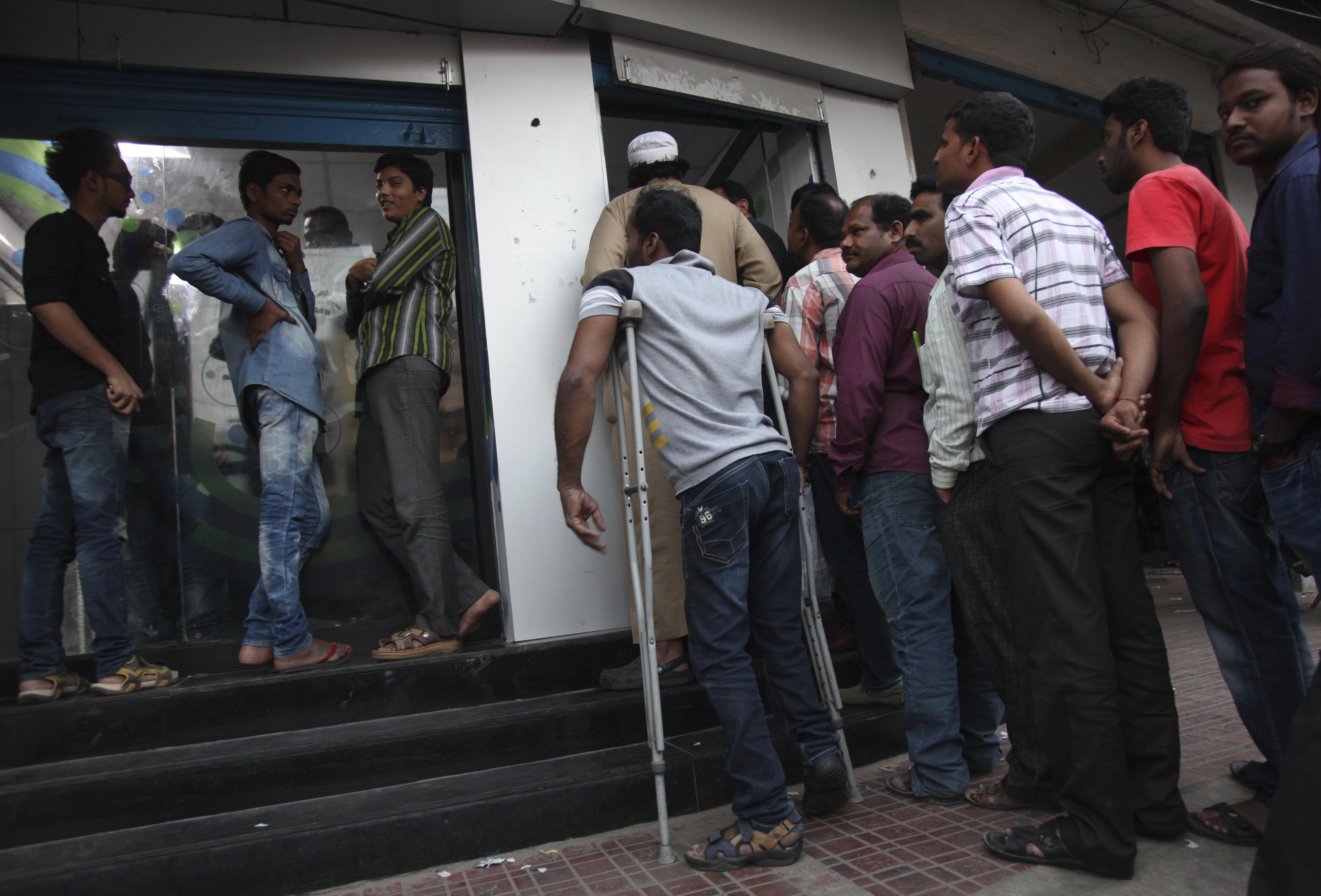 India-Hyderabad-ATM-queues