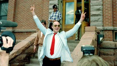 Hunter S Thompson gives v for victory