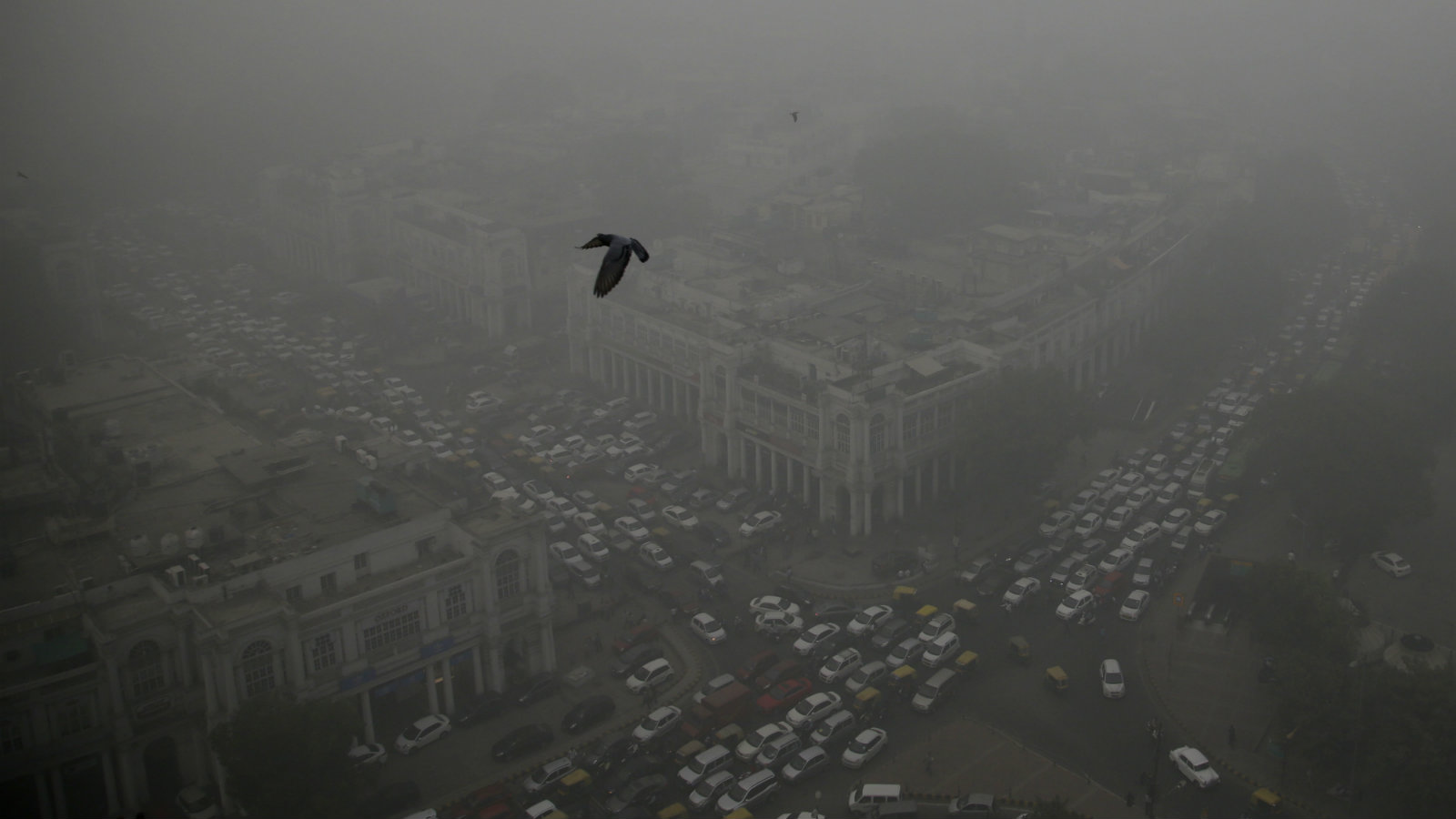 Traffic and smog in New Delhi's Connaught Place area. Government data shows that the smog that has enveloped the capital over this past week was the worst in the 17 years.