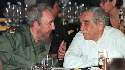 Cuban President Fidel Castro chats with Colombian Nobel Prize winning author Gabriel Garcia Marquez