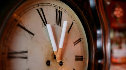 Two cigarettes replacing the hands of a clock