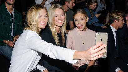 Karlie Kloss, Toni Garrn, and Romee Strijd take a selfie.