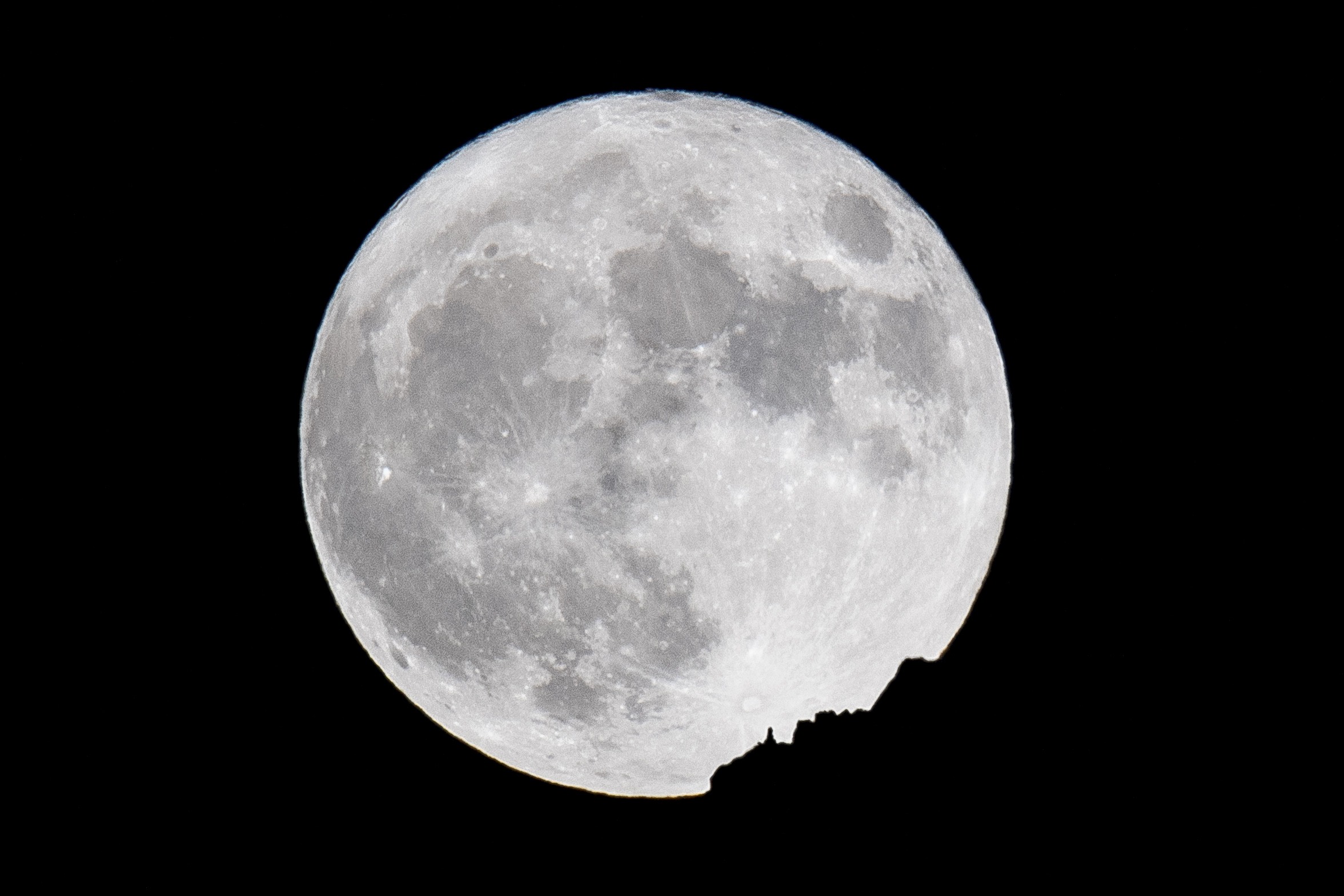 The supermoon rises behind a mountain in Arosa, Switzerland, 14 November 2016. The moon is the largest full moon since 1948 also known as the 'supermoon,' when the moon reaches its closest point to Earth. The next time the moon will be this close will be on 25 November 2034.