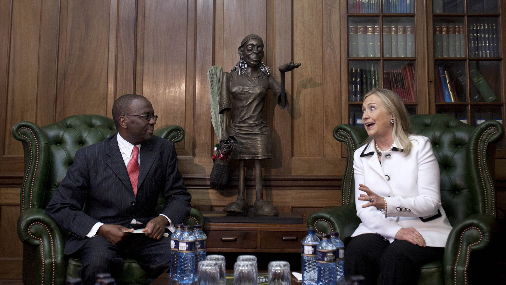 Secretary of State Hillary Clinton (R) speaks with Chief Justice Willy Mutunga at the Supreme Court of Kenya, in Nairobi, Kenya, August 4, 2012.
