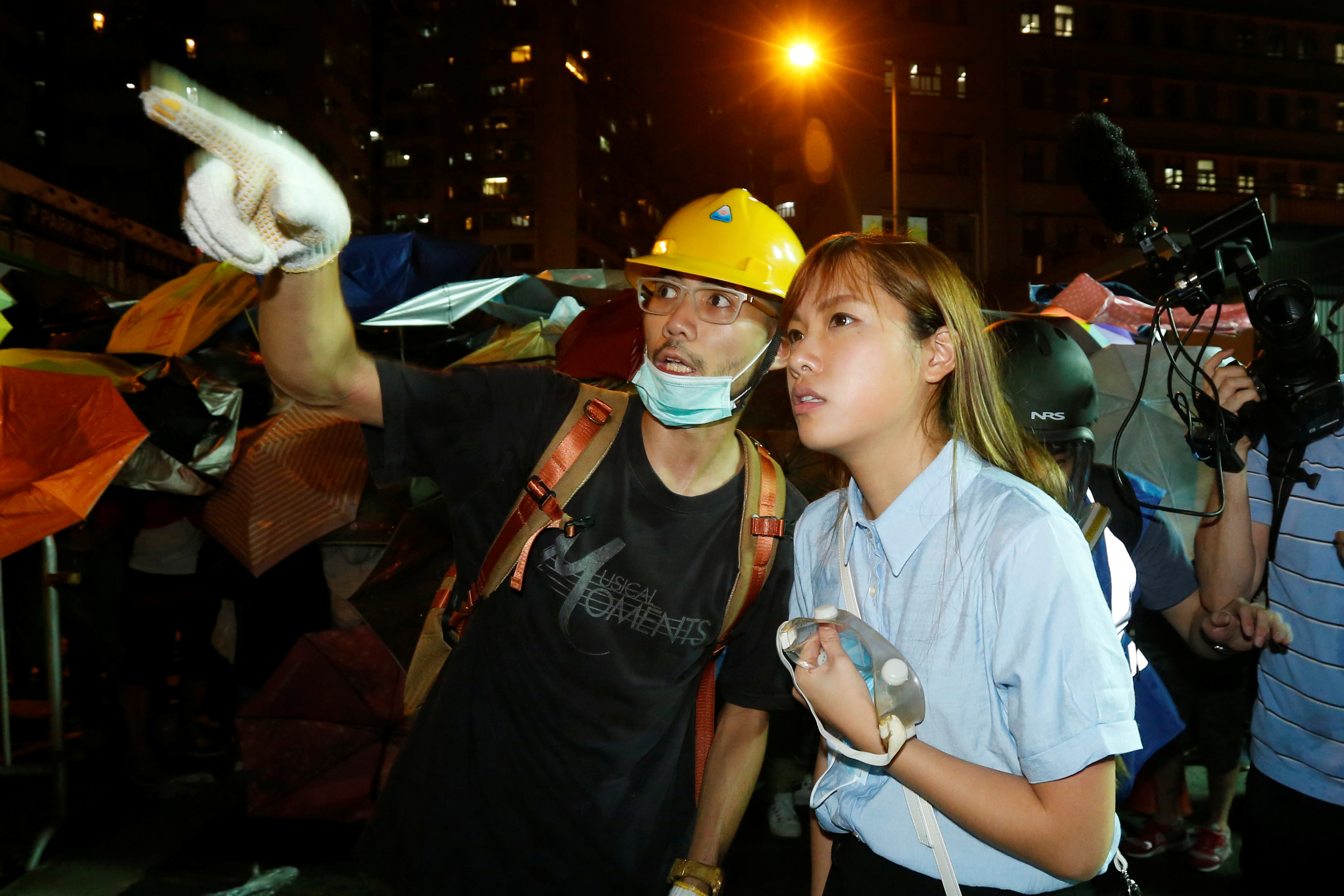 Pro-independence legislator-elect Yau Wai-ching (R) talks with a protester during a confrontation with the police outside China Liaison Office in Hong Kong, China November 6, 2016. REUTERS/Bobby Yip - RTX2S628