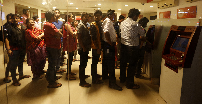 India-Ahmadabad-demonetisation-banks-ATM-queues