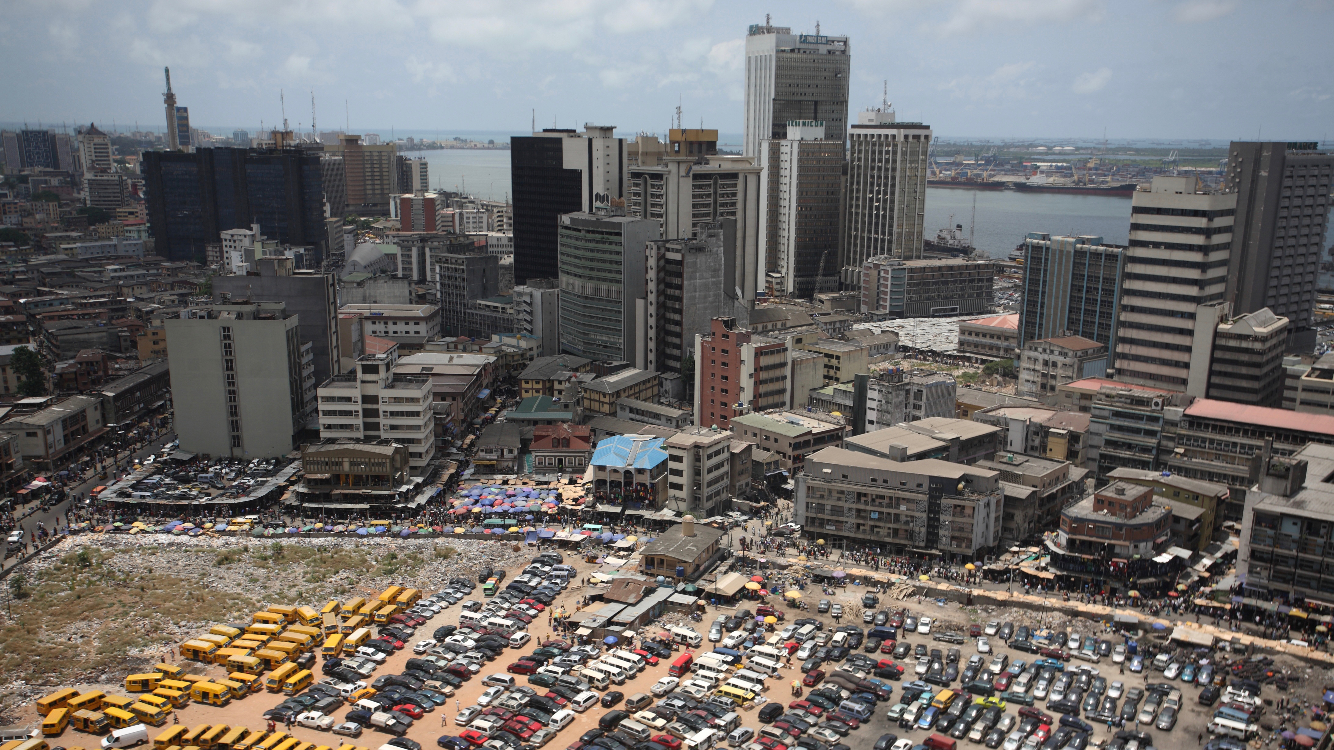 An aerial view shows the central business district in Nigeria's commercial capital of Lagos, April 7, 2009. REUTERS/Akintunde Akinleye/File Photo - RTSK985