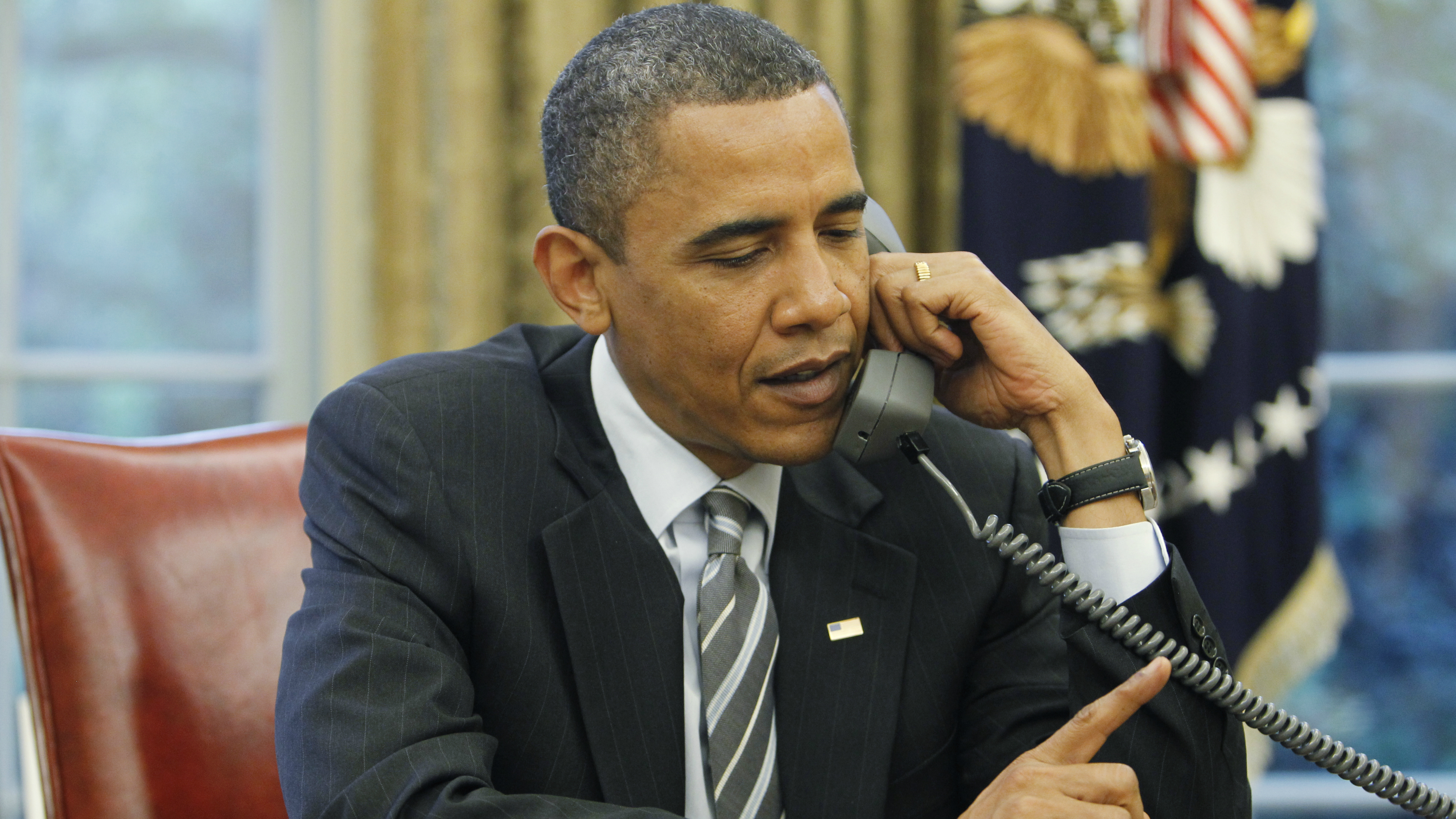 obama-phone-oval-office