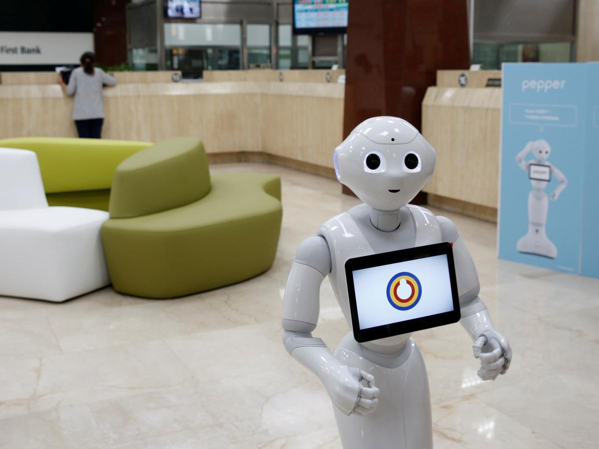 Softbank S Pepper Robot Is Greeting Humans At Westfield Malls This Holiday Season Quartz