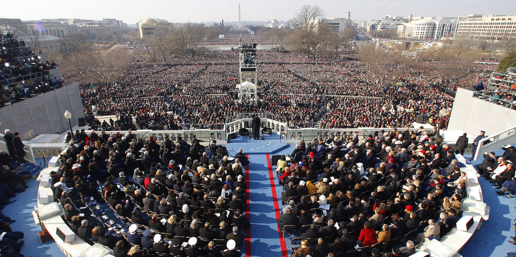 U.S President Barack Obama  (C) addresses the crowd after taking the Oath of Office as the 44th President of the United States during the inauguration ceremony in Washington, January 20, 2009.     REUTERS/Brian Snyder (UNITED STATES) - RTR23NHI