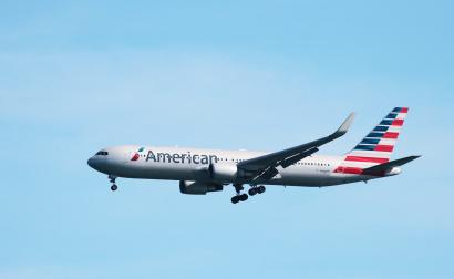 An American Airlines Boeing 767 lands at San Francisco International Airport, San Francisco