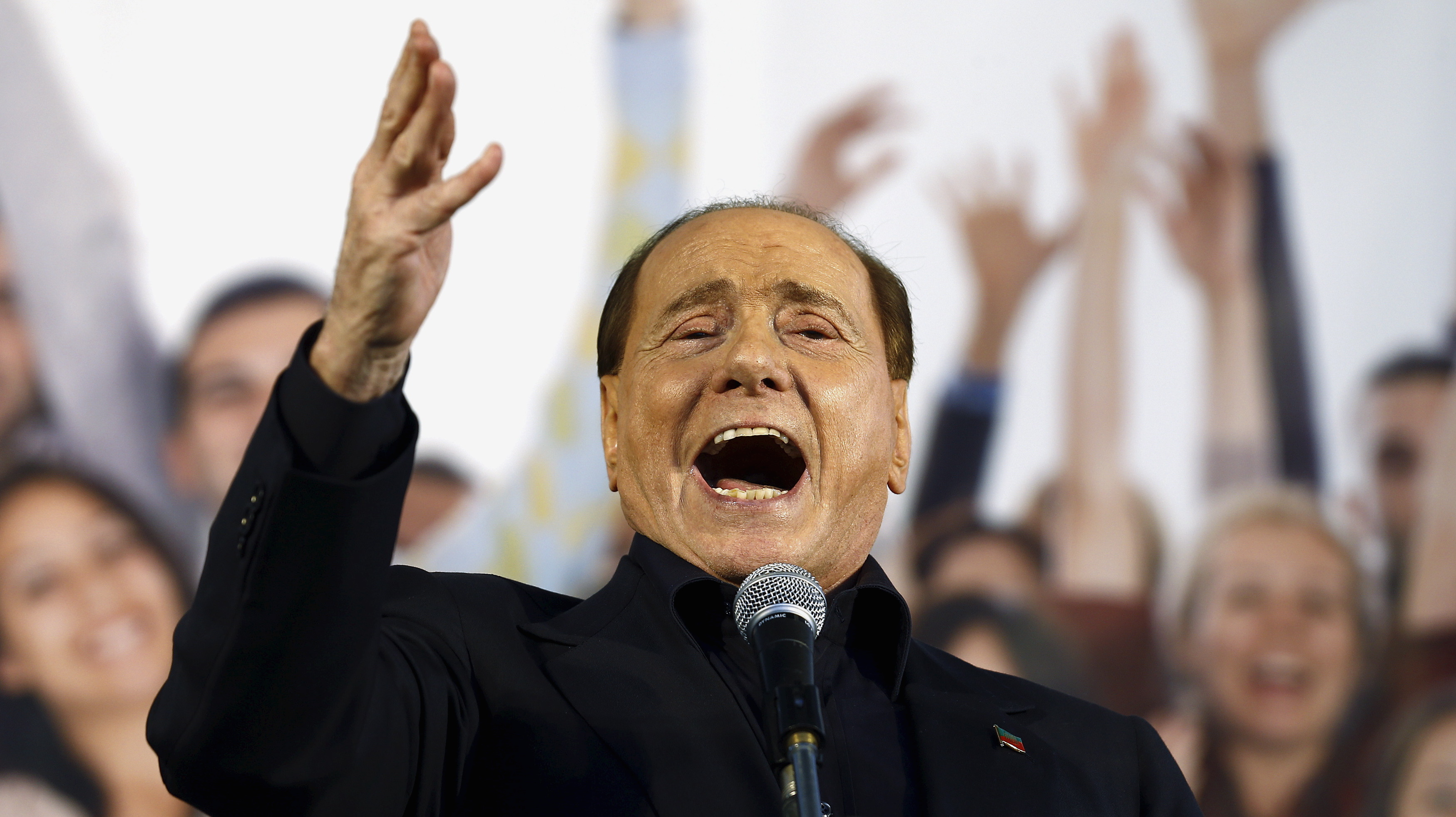 Forza Italia party (PDL) leader Silvio Berlusconi speaks during Northern League rally in Bologna, central Italy, November 8, 2015. The Northern League, Italy's third largest political force, is planning a major rally to voice its opposition to the government of Prime Minister Matteo Renzi.   REUTERS/Stefano Rellandini