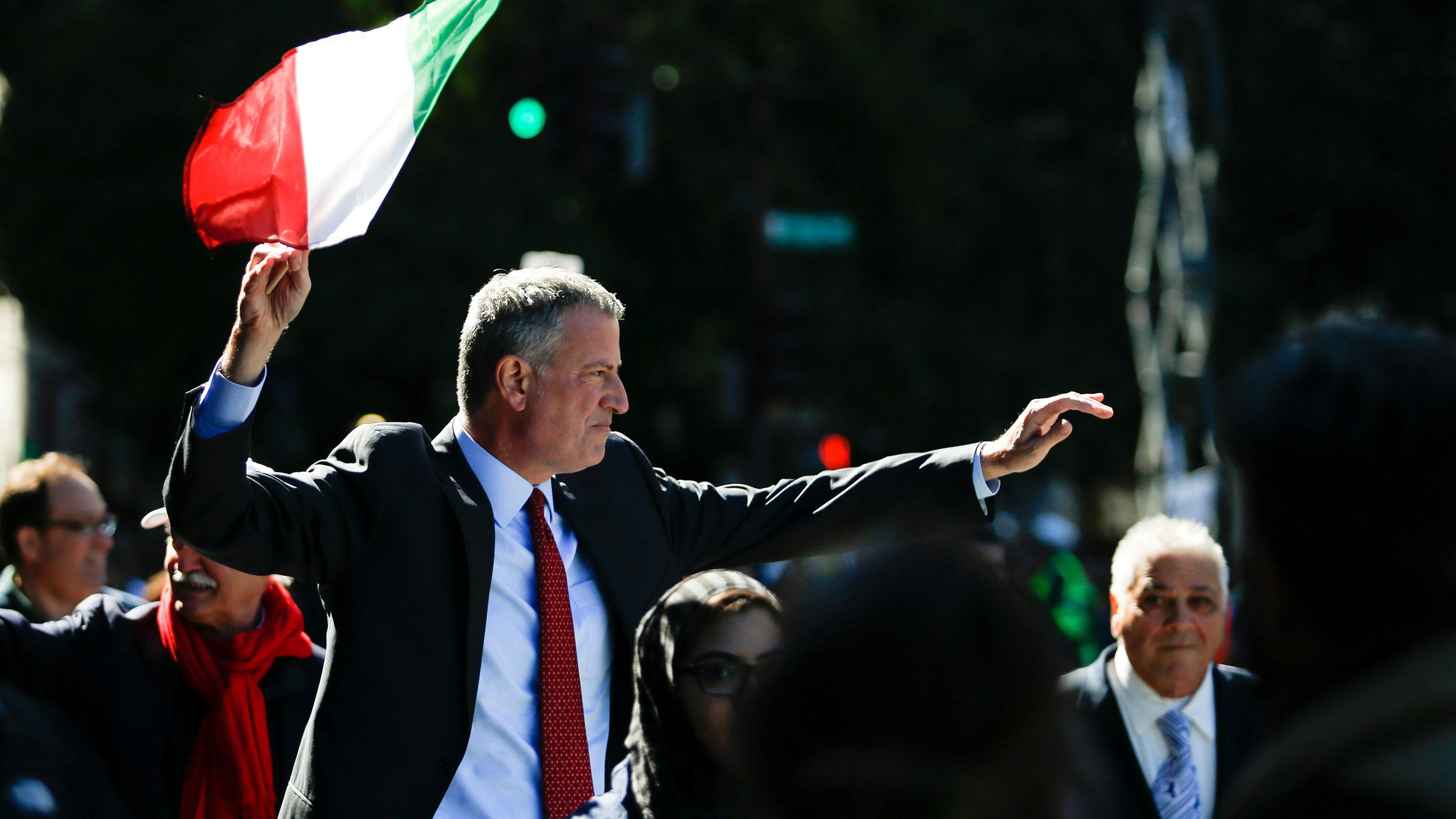 New York Mayor Bill de Blasio takes part in the 72nd Annual Columbus Day Parade in New York, U.S. October 10, 2016. REUTERS/Eduardo Munoz  - RTSRNSH