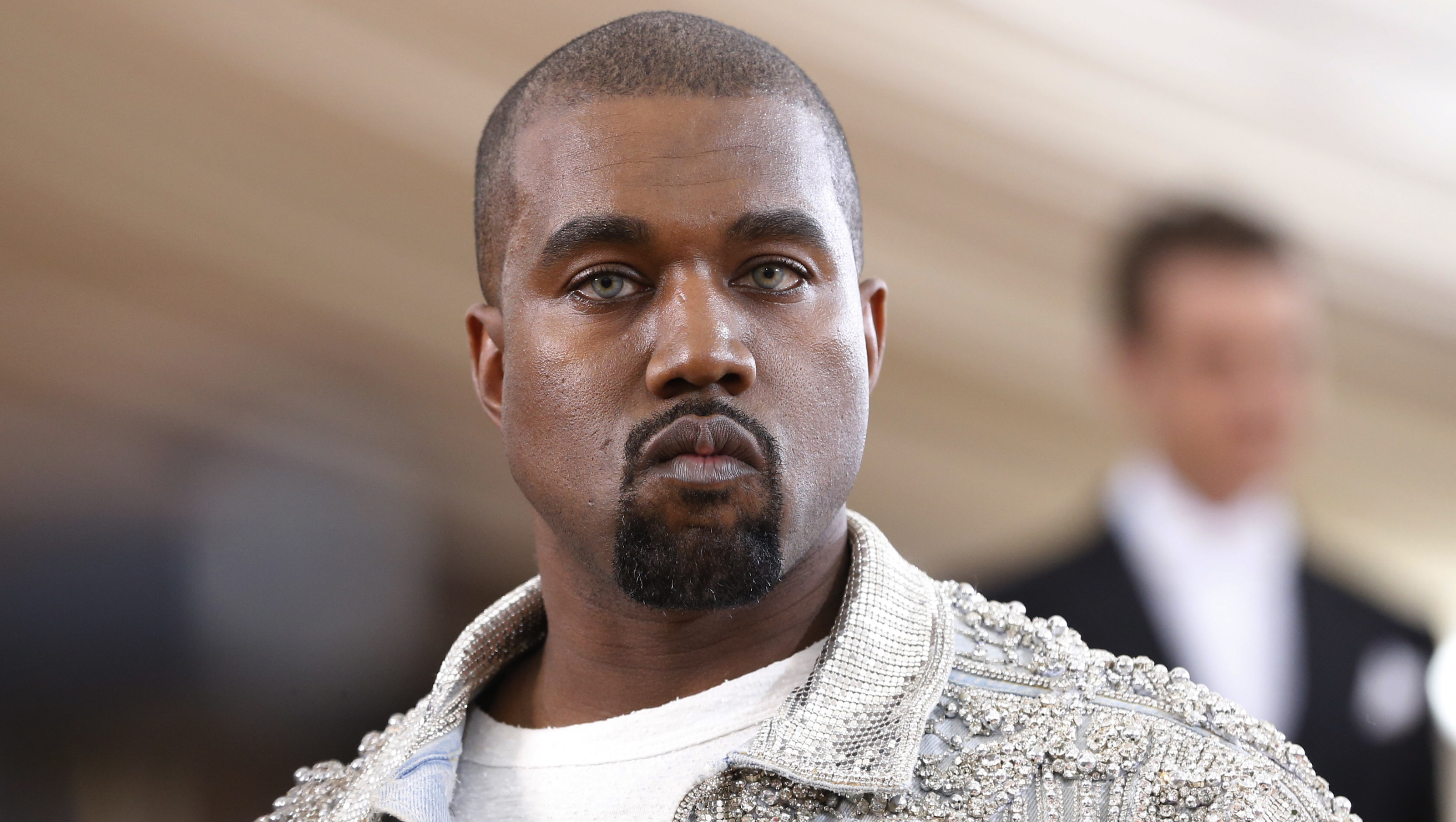 """Entertainer Kanye West arrives at the Metropolitan Museum of Art Costume Institute Gala (Met Gala) to celebrate the opening of """"Manus x Machina: Fashion in an Age of Technology"""" in the Manhattan borough of New York, May 2, 2016. REUTERS/Lucas Jackson - RTX2CJDO"""