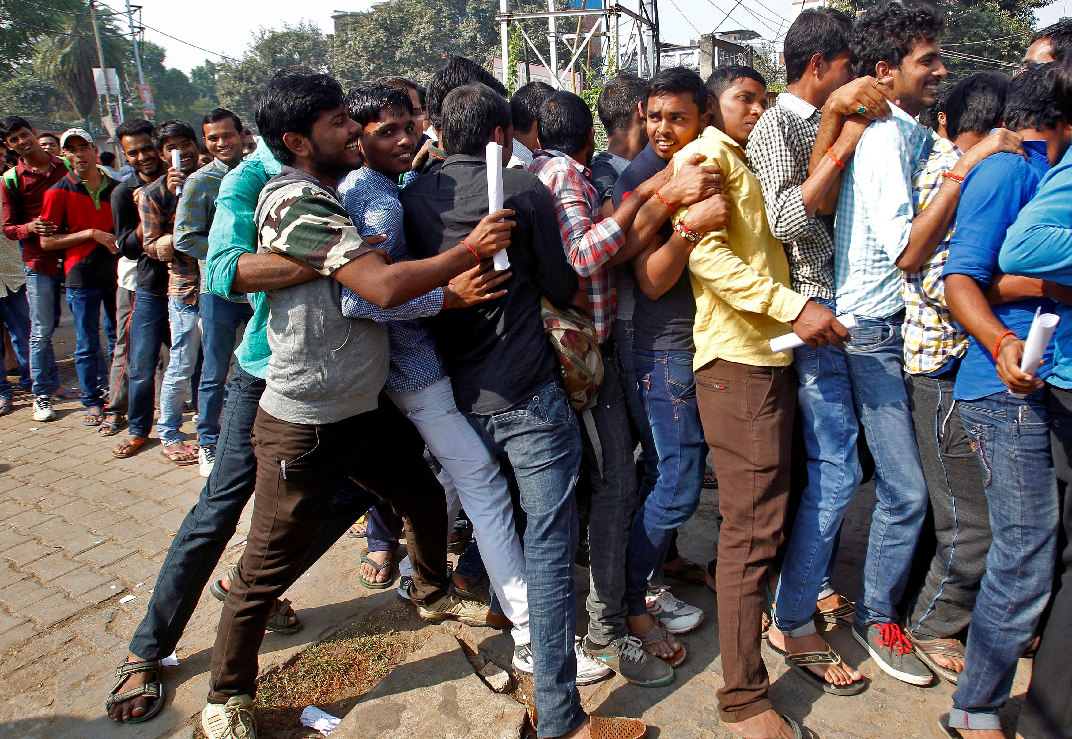 India-Allahabad-Banks-Queues