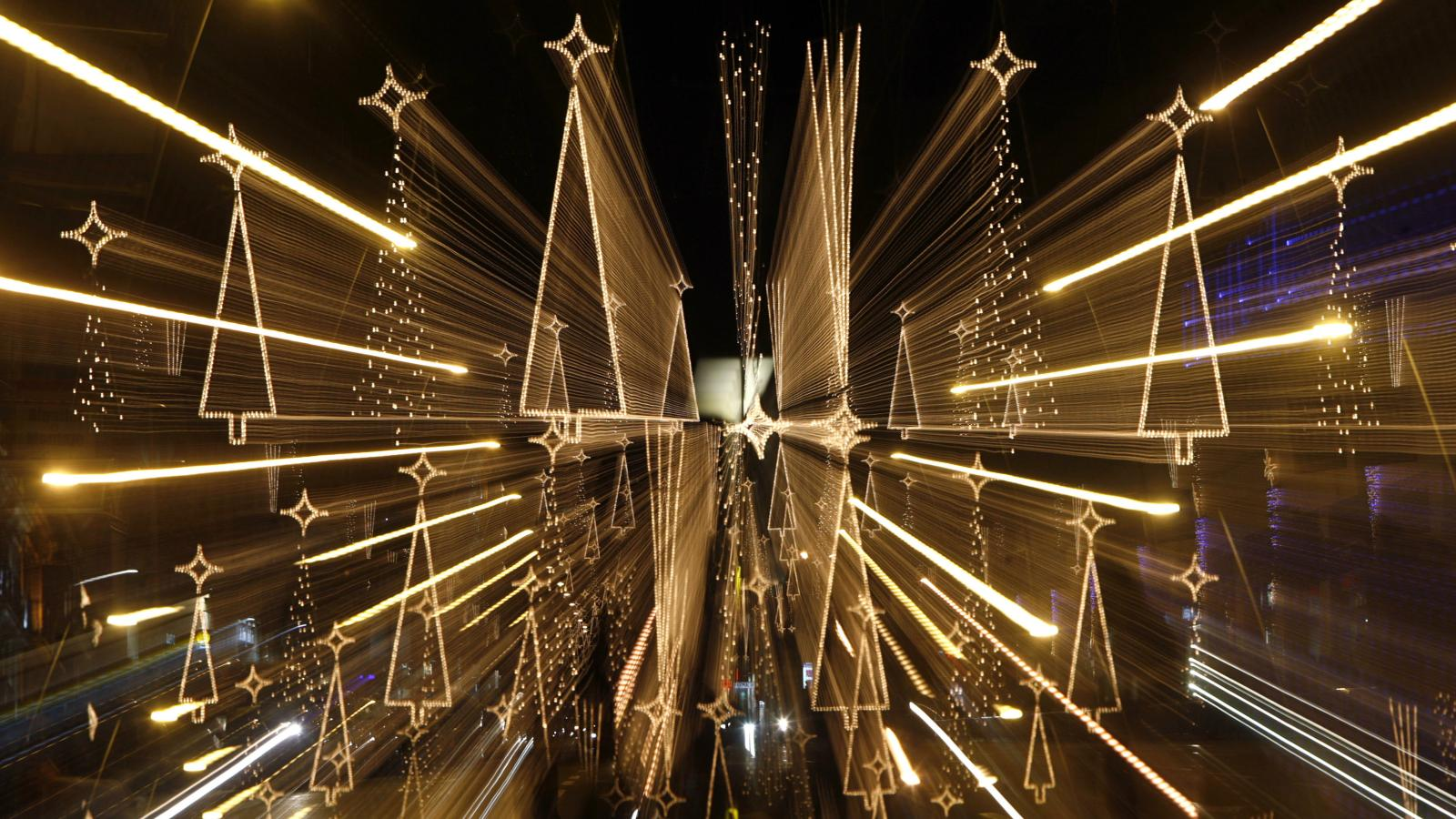 How to geek out your Christmas lights\' display this year — Quartz