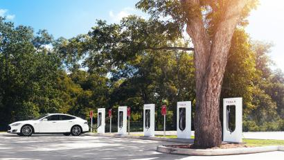 Tesla Will Now Charge To Use Its Supercharger Network Expand It And Because People Are Irrational