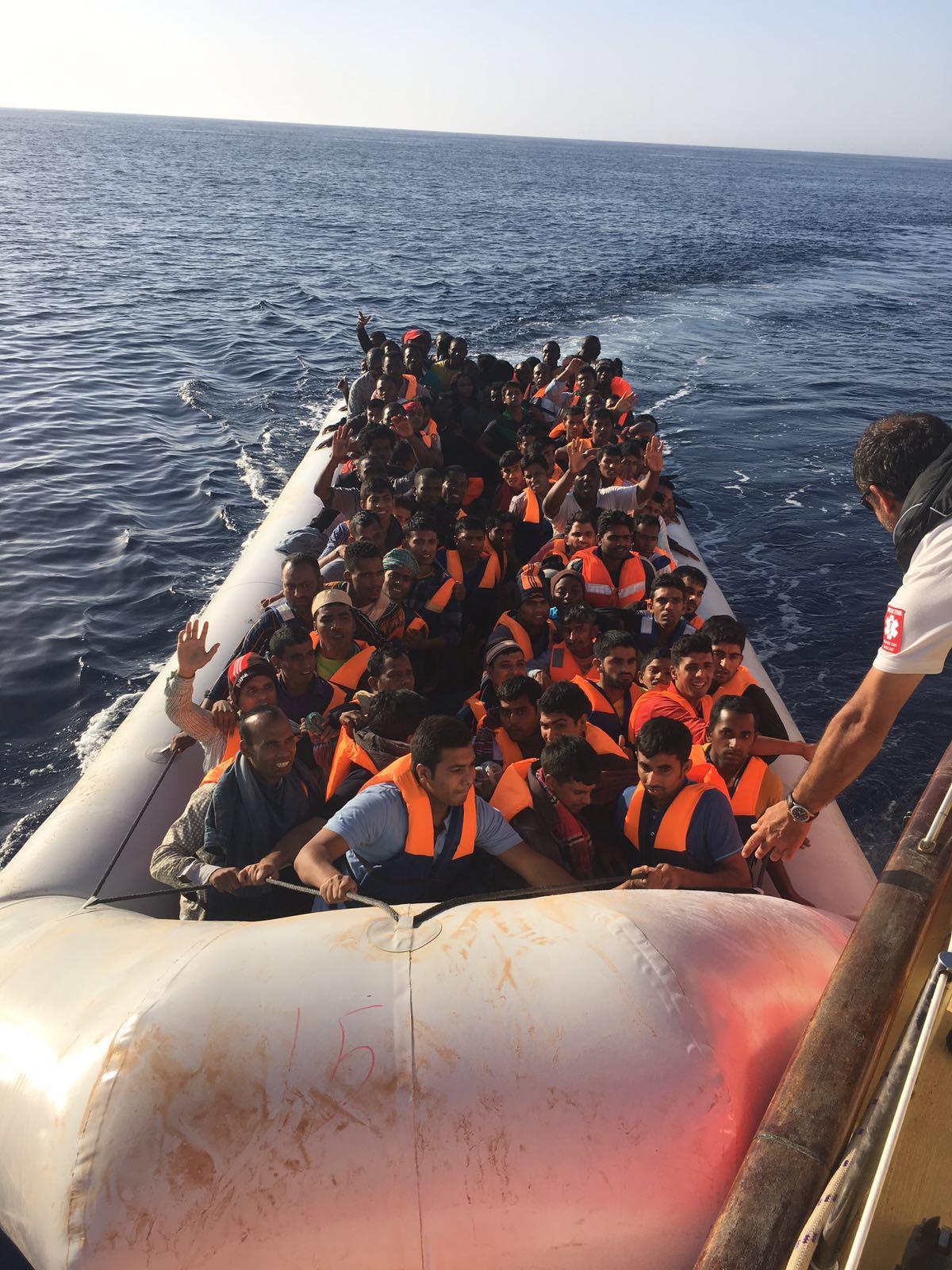 Spanish lifeguards save refugees