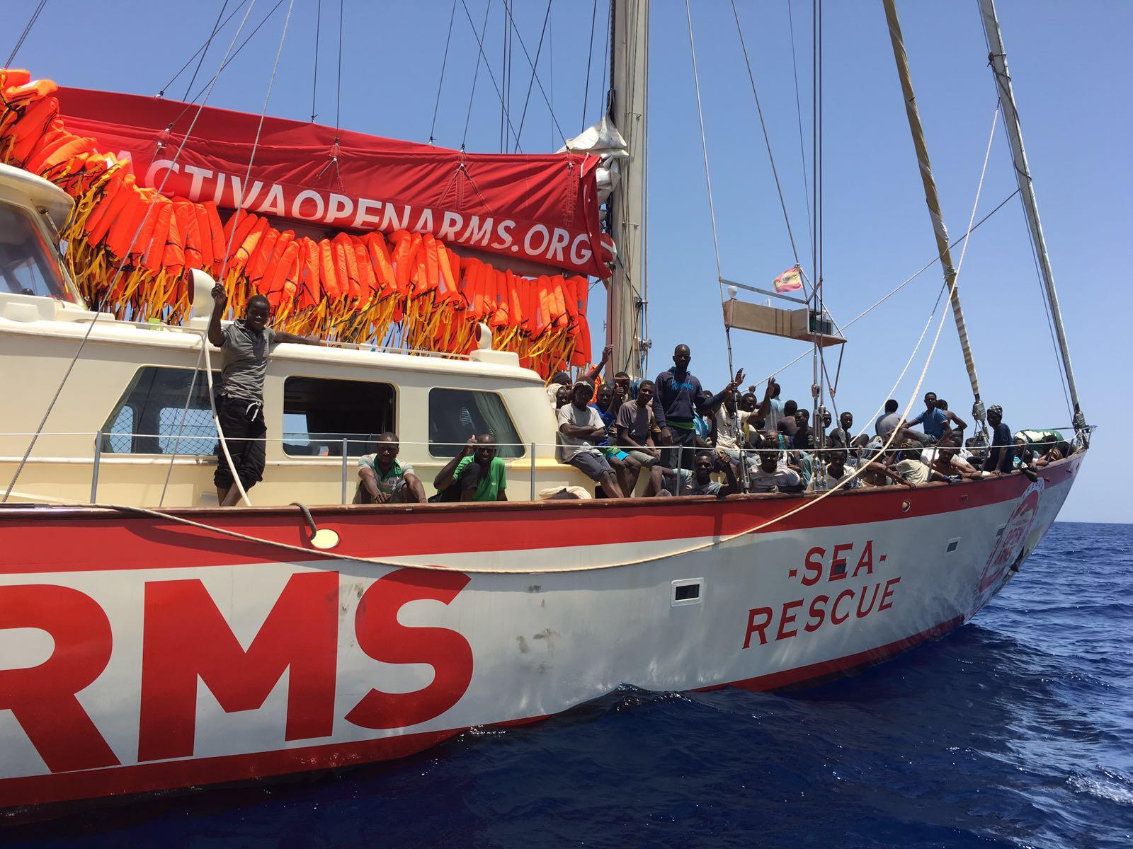 spanish-lifesavers-saving-refugees-in-libya