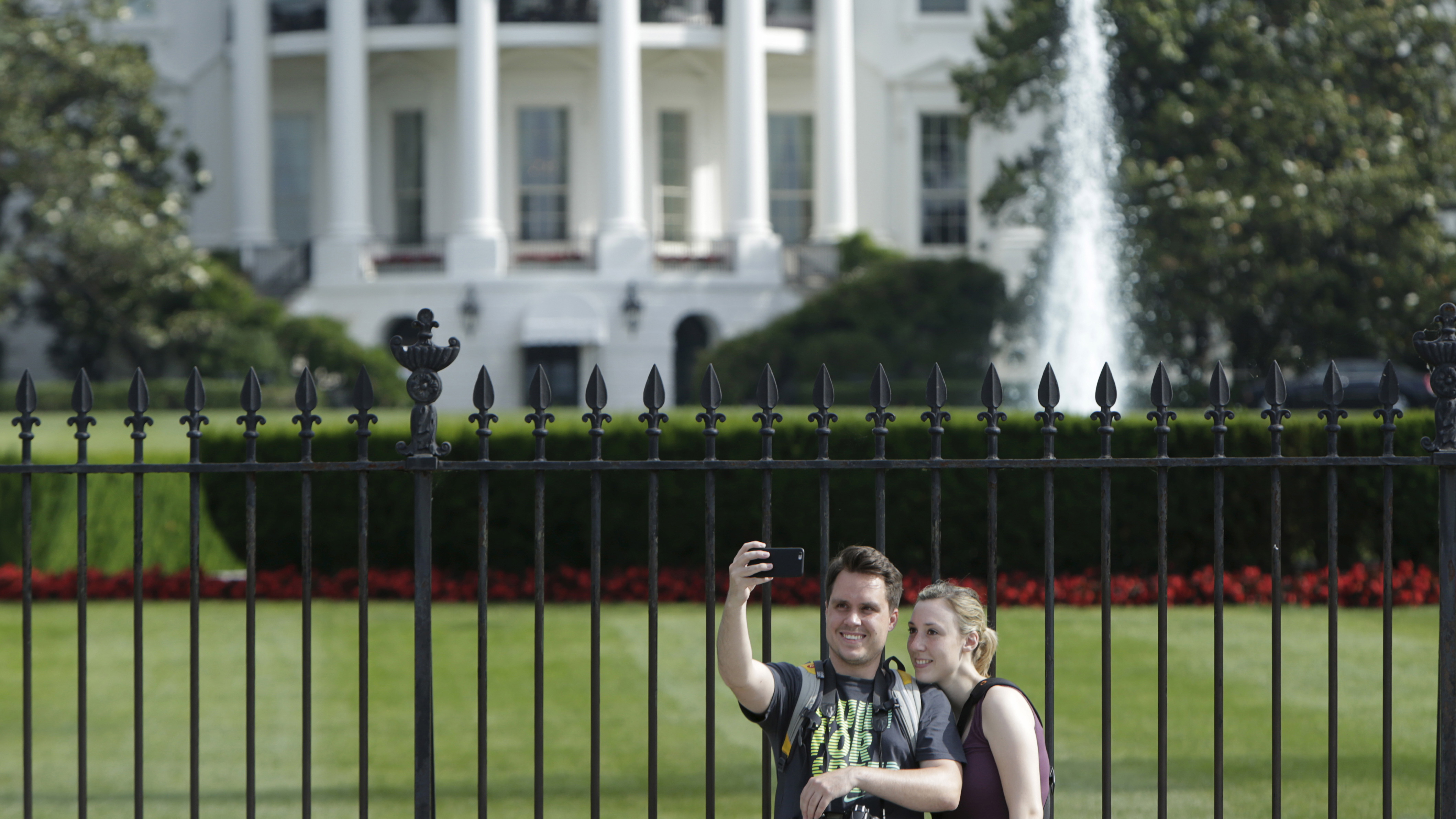 Tourists at the Whitehouse