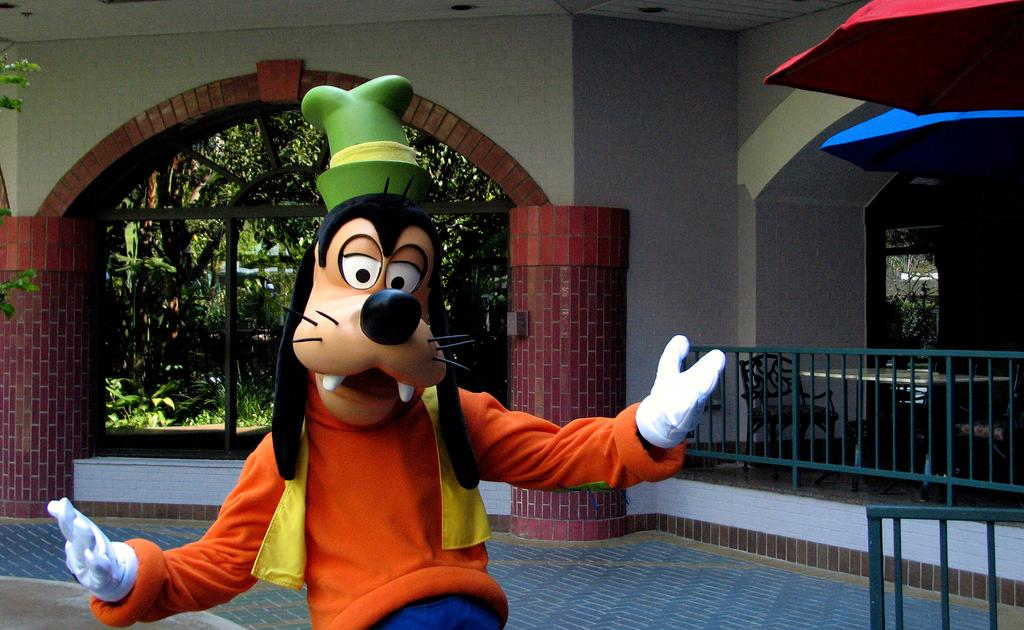 A Reddit Ama With Goofy The Ridiculous And Heartbreaking Reality Of Playing A Character At Disney World Quartz