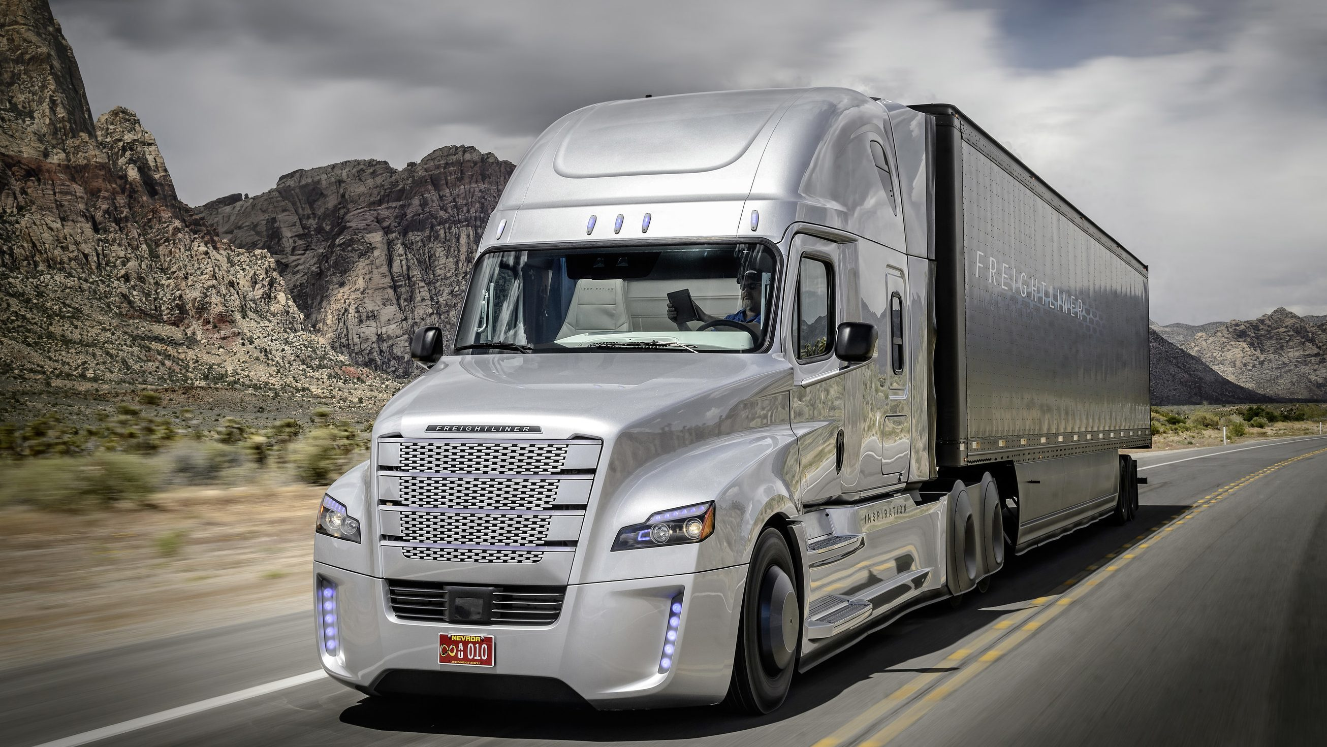 Freightliner Inspiration Truck Unveiled at Hoover Dam. First Licensed Autonomous Commercial Truck to Drive on U.S. Public Highway (PRNewsFoto/Daimler Trucks North America LLC) THIS CONTENT IS PROVIDED BY PRNewsfoto and is for EDITORIAL USE ONLY**