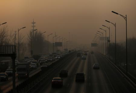 Vehicles drive on the 5th Ring Road in smog during morning rush hour on the fourth day after a red alert was issued for heavy air pollution in Beijing, China, December 19, 2016. REUTERS/Jason Lee - RTX2VLZG