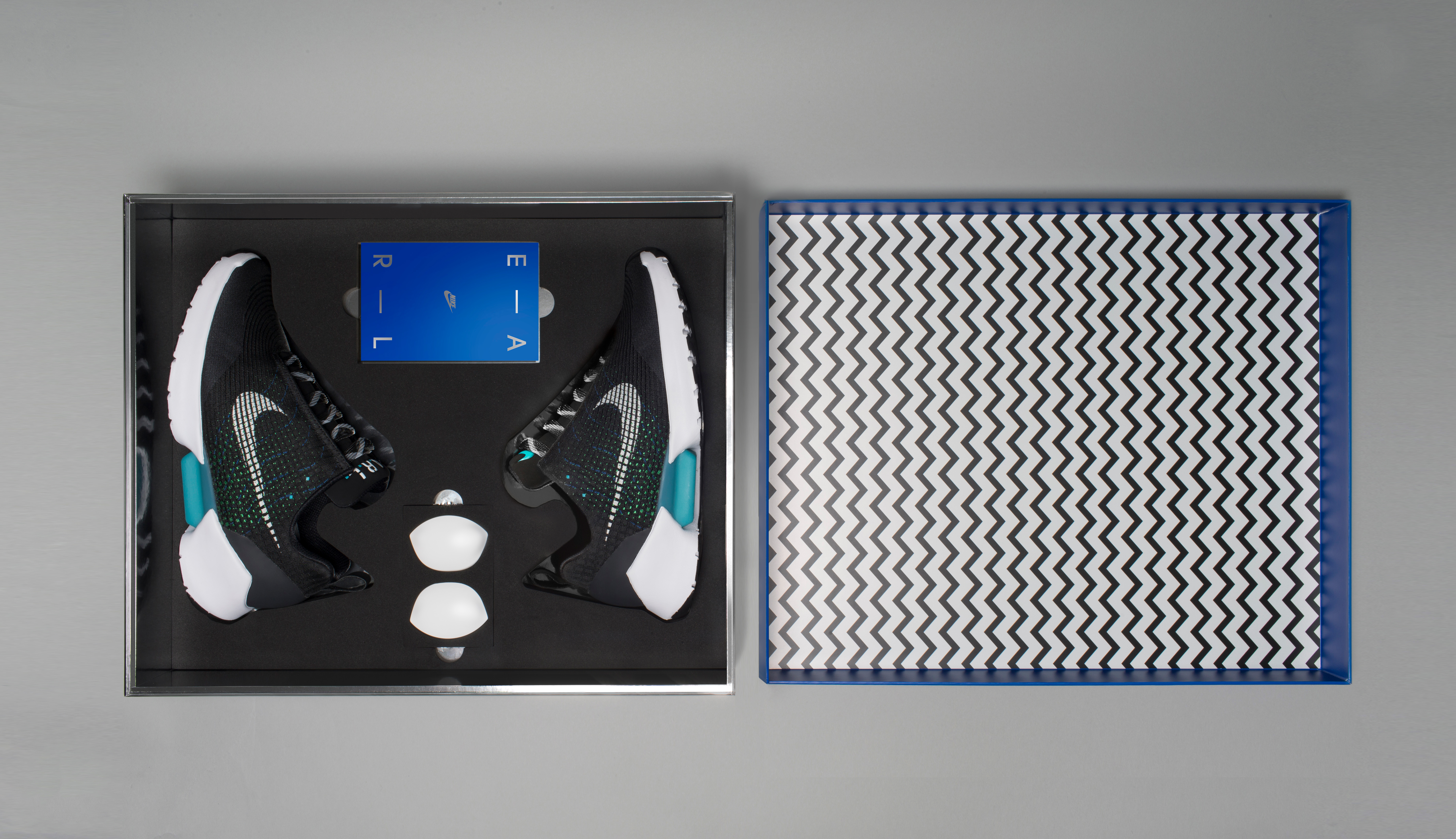 The Nike HyperAdapt 1.0 and packaging eb00939ad