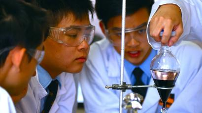 High-school students work on synthesizing a drug.