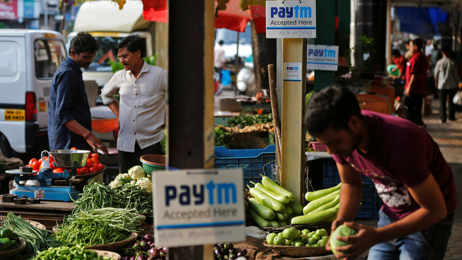 Advertisement boards of Paytm, a digital wallet company, are seen placed at stalls of roadside vegetable vendors as they wait for customers in Mumbai, India, November 19, 2016. Picture taken November 19, 2016.