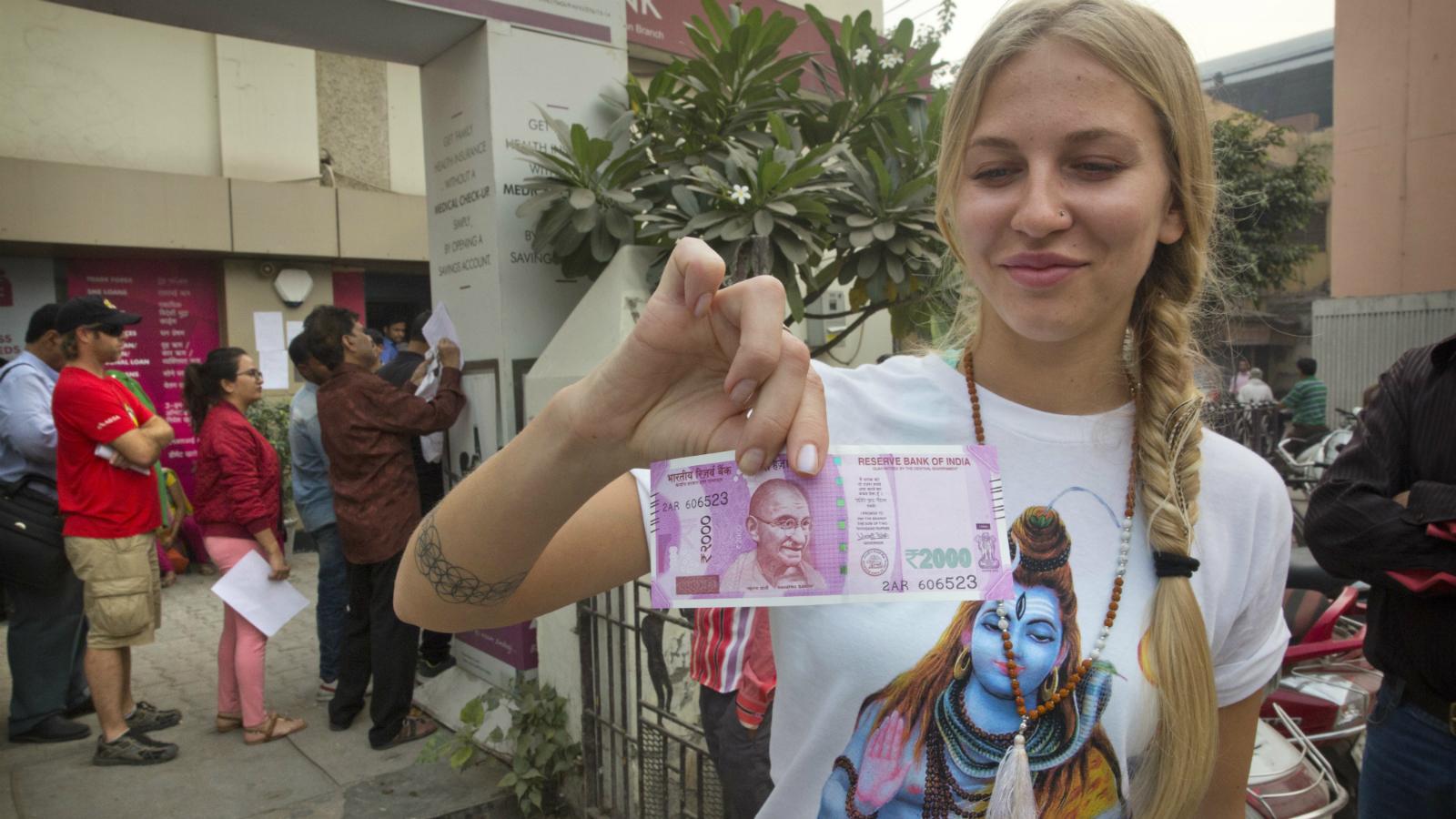 India-Foreigners-Travel-Demonetisation-Cash-Bank-Narendra Modi