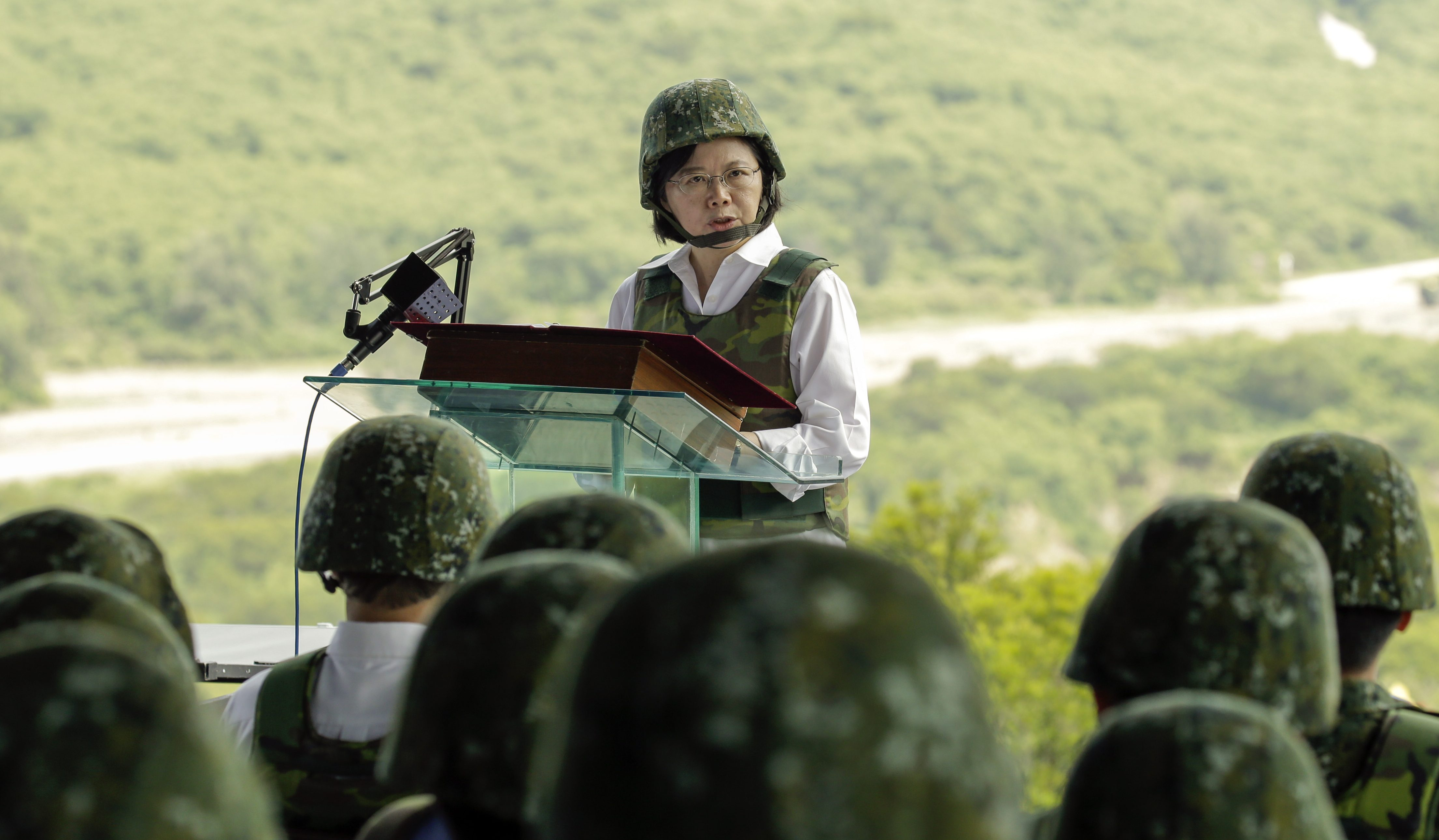 Taiwan's President Tsai Ing-wen speaks to Taiwanese army soldiers during a military exercise in Pingtung County, Taiwan, 25 August 2016.
