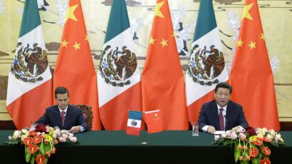 Mexico's President Enrique Pena Nieto (L) and China's President Xi Jinping (R)