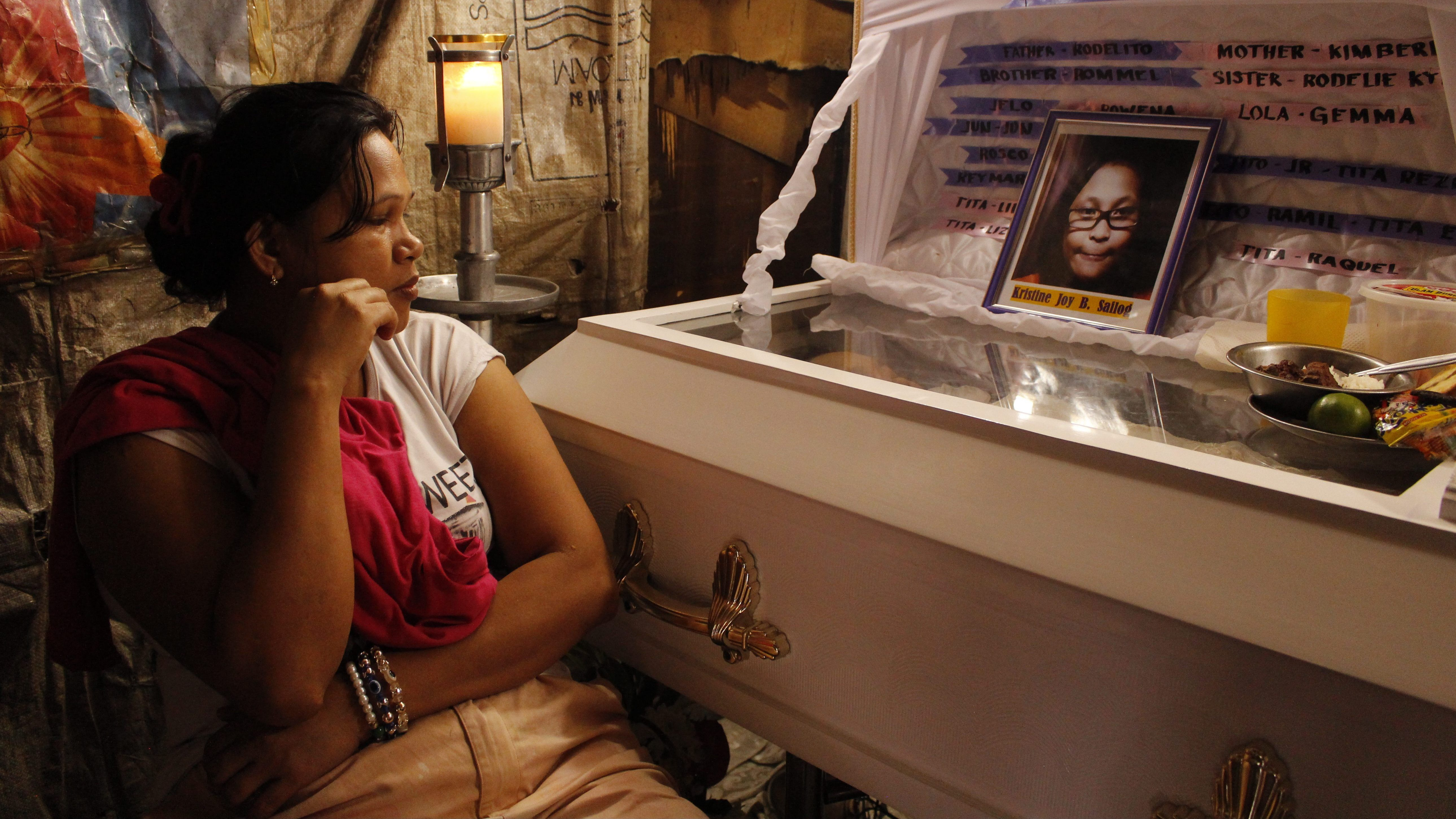 A mother buries her child in Duterte's Philippines.