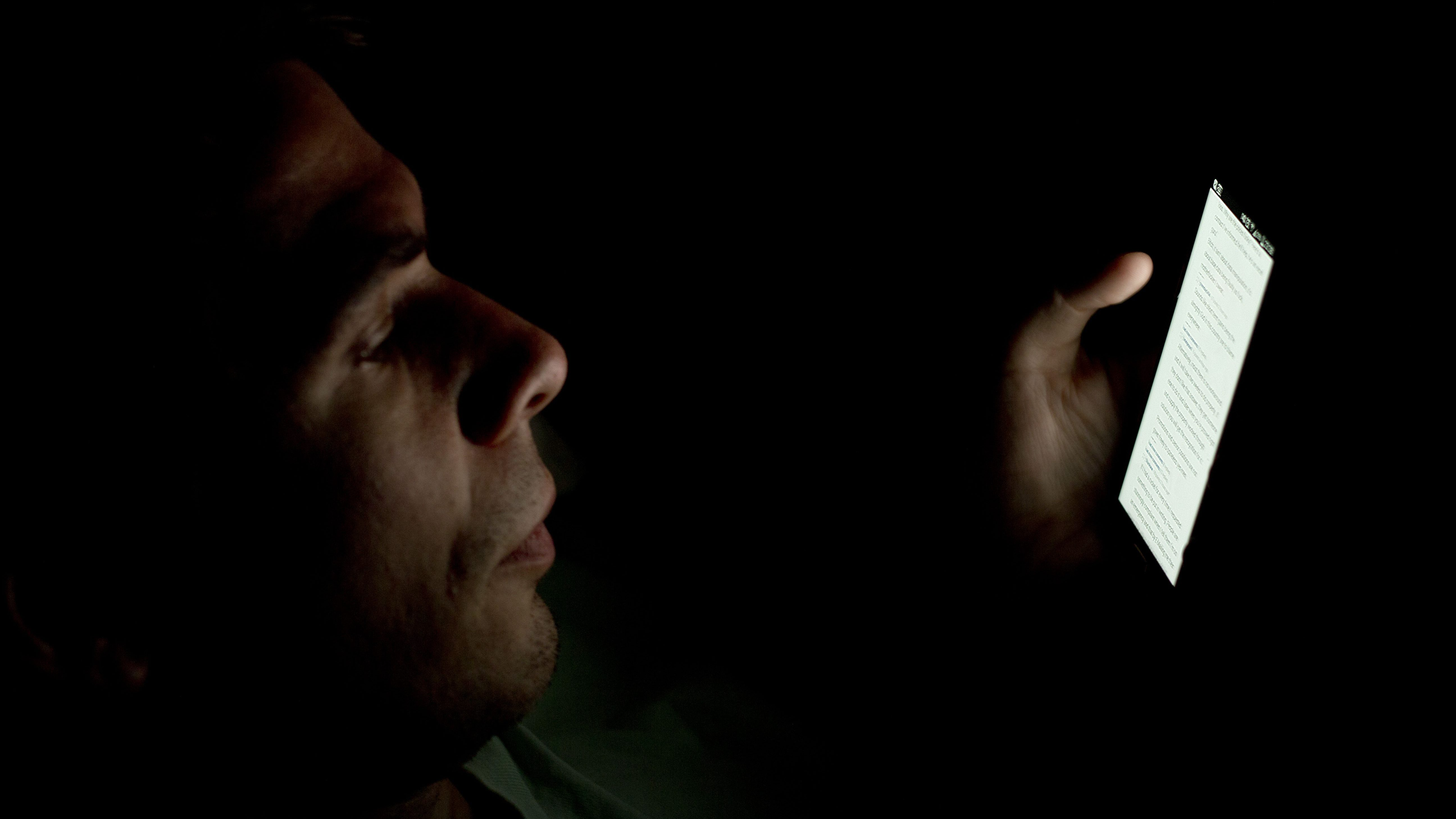 person_looking_at_smartphone_in_the_dark_2
