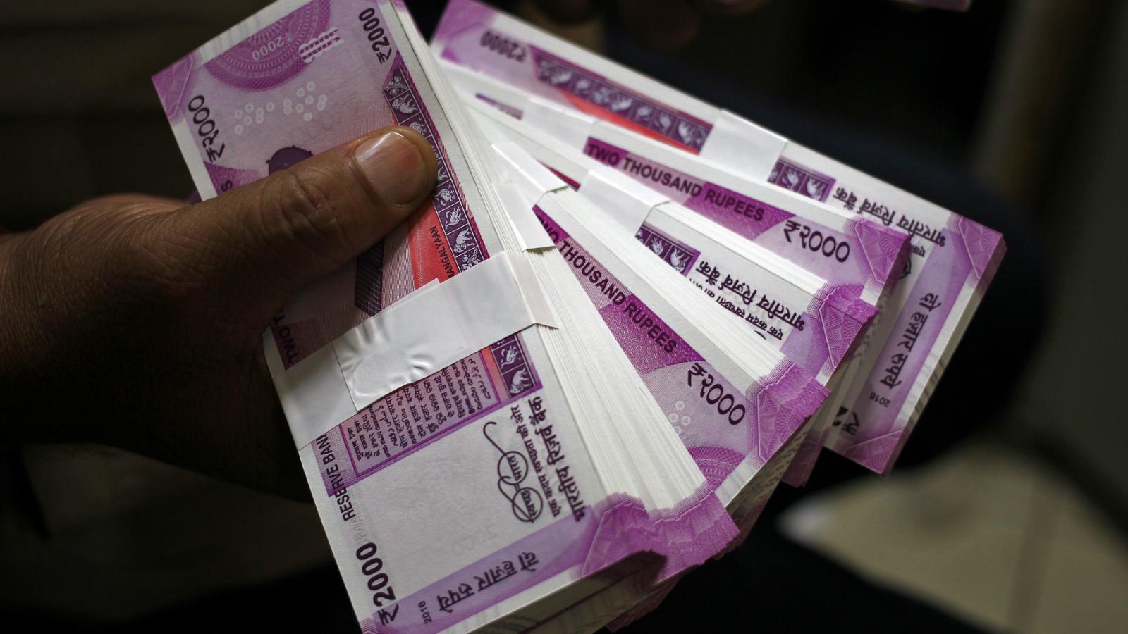 India-Income Tax-Raids-IT raids-New Delhi-Cash-Gold-Currency
