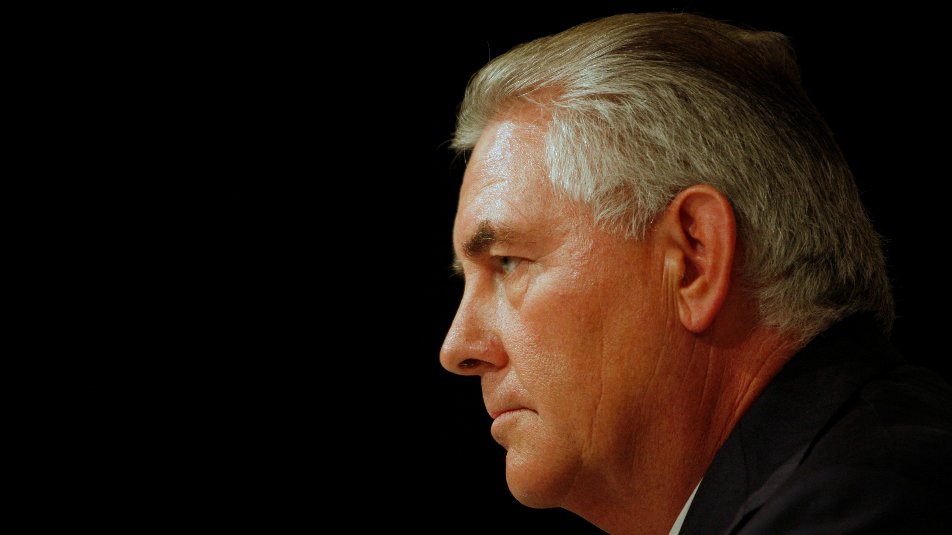 Exxon Mobil CEO Rex W. Tillerson addresses reporters at a news conference at the conclusion of the Exxon Mobil Shareholders Meeting in Dallas, Texas May 27, 2009.