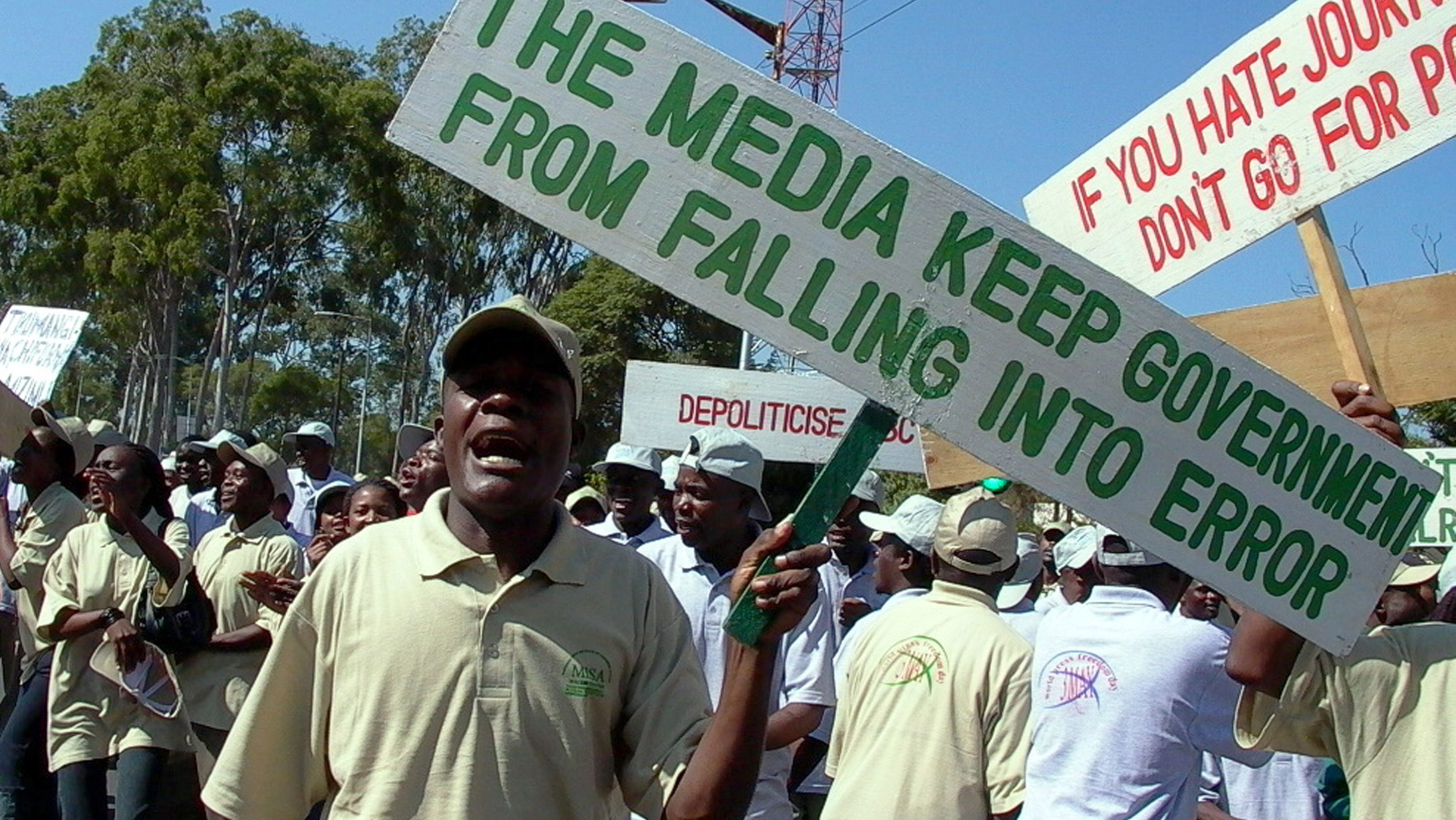 """Malawian journalists chant anti-government slogans and sing songs as they celebrate World Press Freedom Day - three days after it was celebrated around the globe - in the capital Blantyre May 6, 2005. Media groups in Africa hoped to use the day to focus attention on restrictive laws on the continent where most nations have so-called """"insult laws,"""" which forbid the media from any reporting that could be considered derogatory to the leadership. REUTERS/Eldson Chagara  EC/RSS/CCK/DH - RTRAD39"""