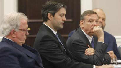 Former North Charleston police officer Michael Slager (2nd L) sits with his defense team, attorneys Andy Savage (L), Don McCune, and Miller Shealy (R) at the Charleston County court in Charleston, South Carolina, December 5, 2016. REUTERS/Grace Beahm/Post and Courier/Pool - RTSUSXO