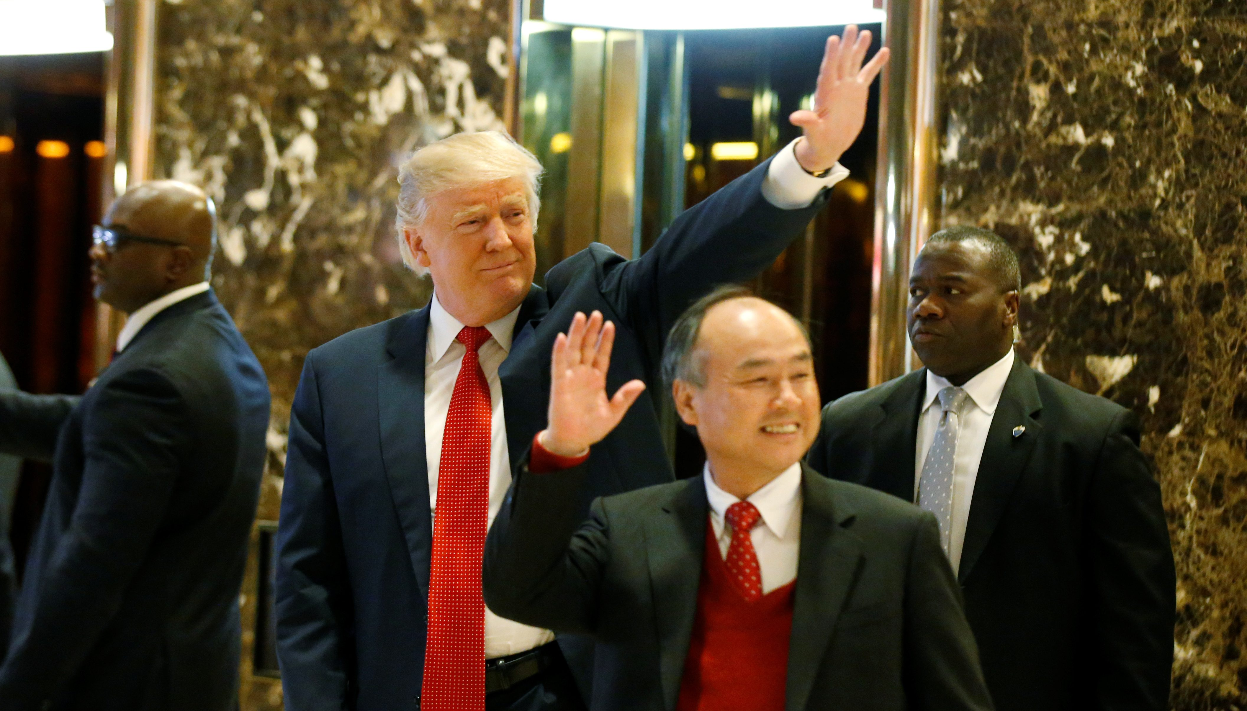 U.S. President-elect Donald Trump and Softbank CEO Masayoshi Son acknowledge guests after meeting at Trump Tower in Manhattan, New York City, U.S., December 6, 2016. REUTERS/Brendan McDermid - RTSUYAY