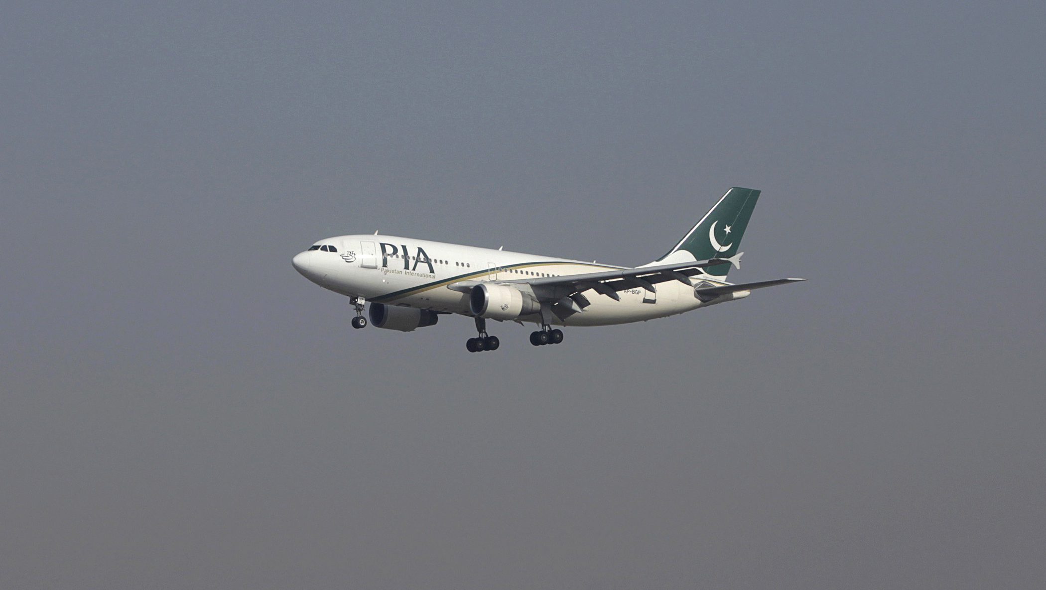 FILE PHOTO - A Pakistan International Airlines (PIA) passenger plane arrives at the Benazir International airport in Islamabad, Pakistan December 2, 2015.