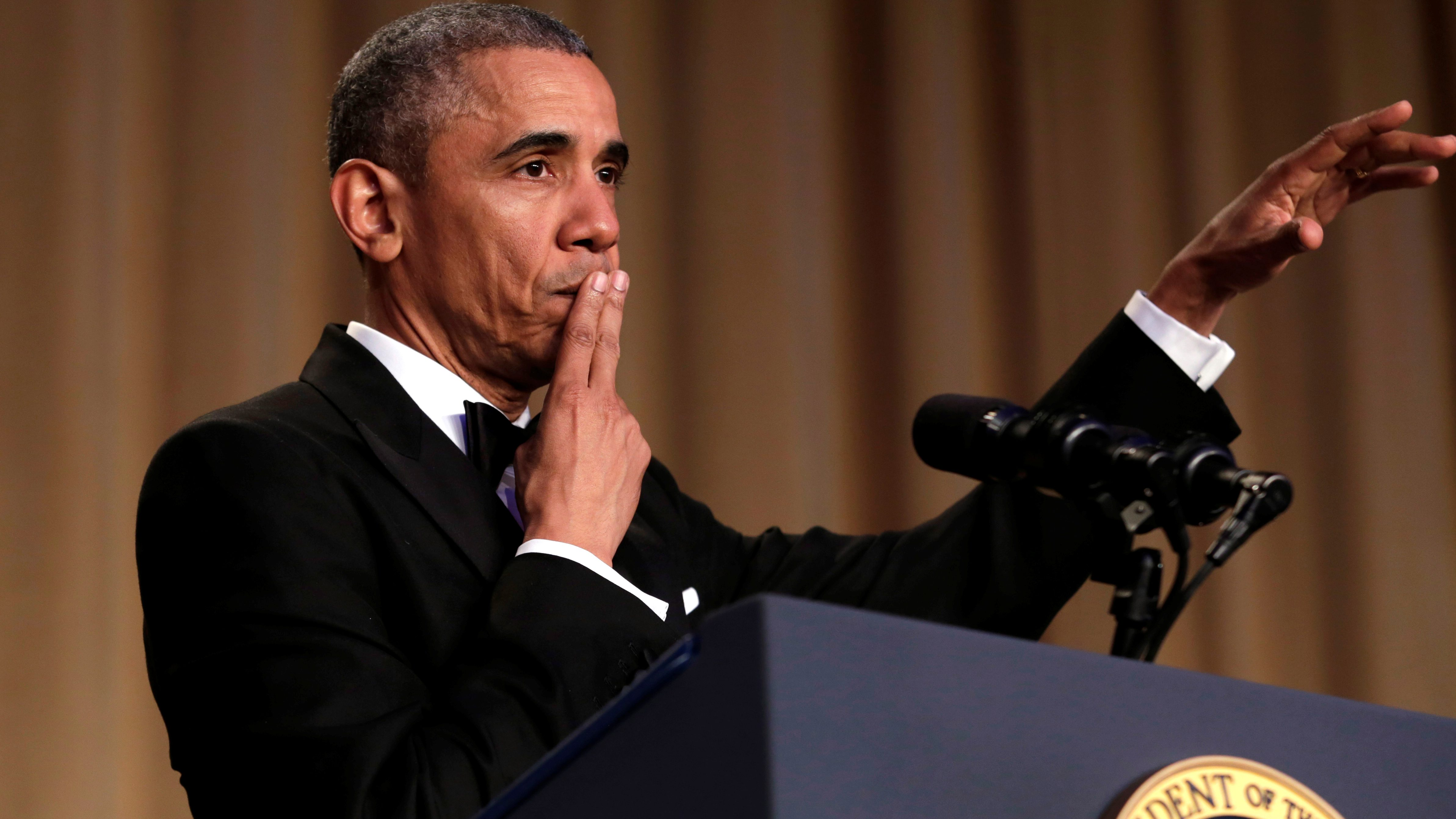 """U.S. President Barack Obama says """"Obama out!"""" at the White House Correspondents' Association annual dinner in Washington, U.S., April 30, 2016. REUTERS/Yuri Gripas      TPX IMAGES OF THE DAY      - RTX2C9WT"""