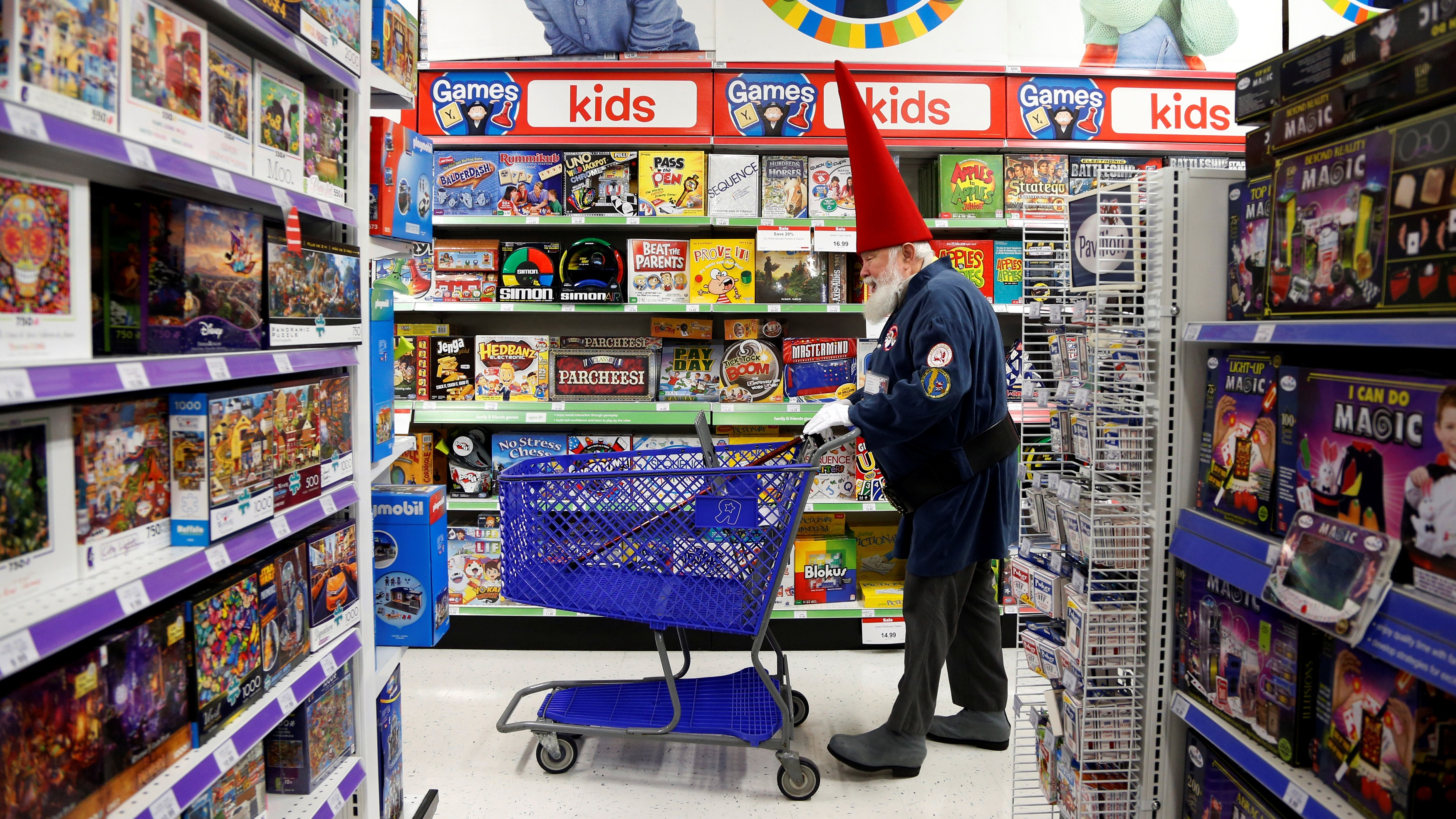 Santa Fred Osther from Oslo, Norway shops at a Toys R Us during a field trip from the Charles W. Howard Santa Claus School in Midland, Michigan, U.S. October 28, 2016. REUTERS/Christinne Muschi