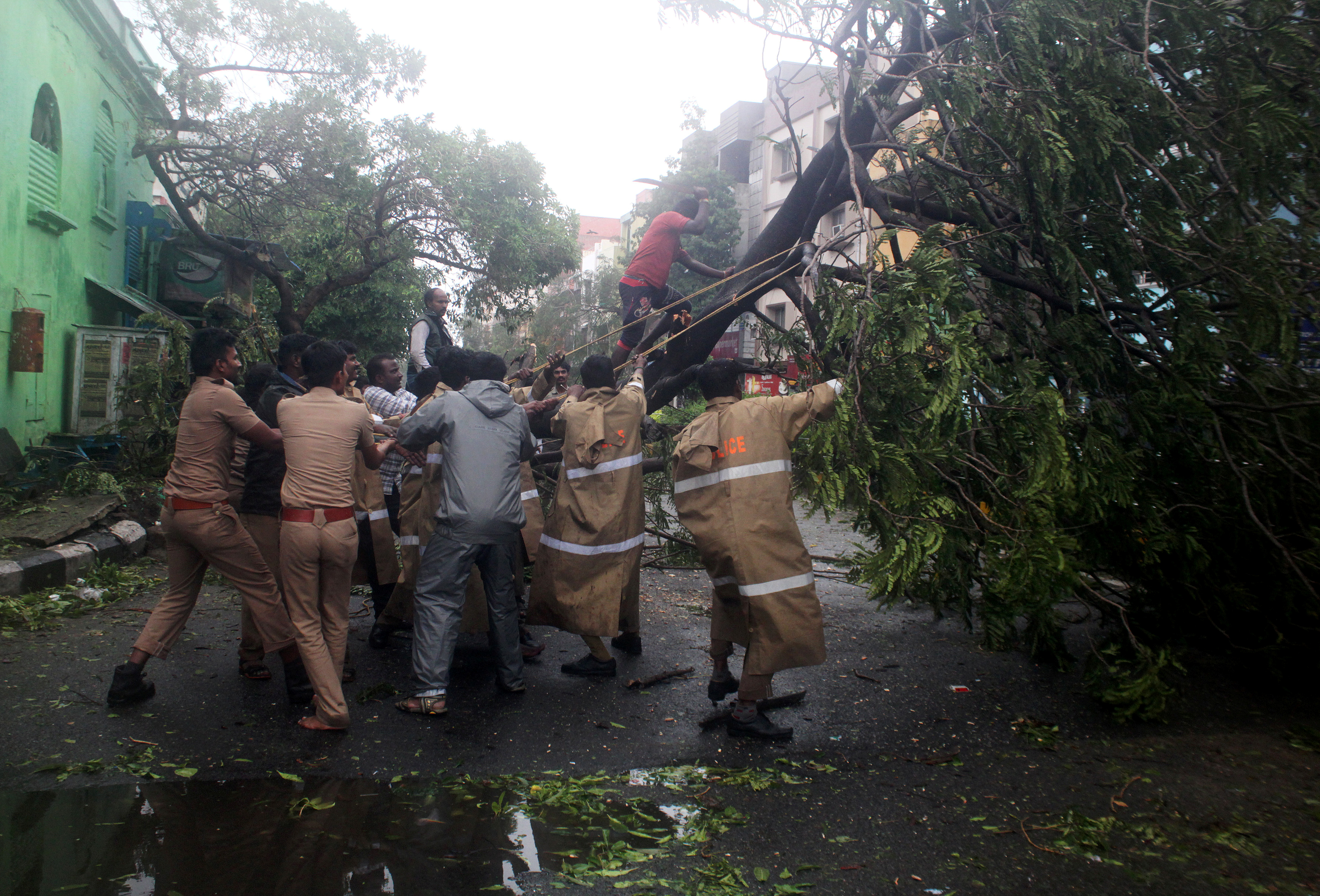 India-Chennai-Vardah-Cyclone